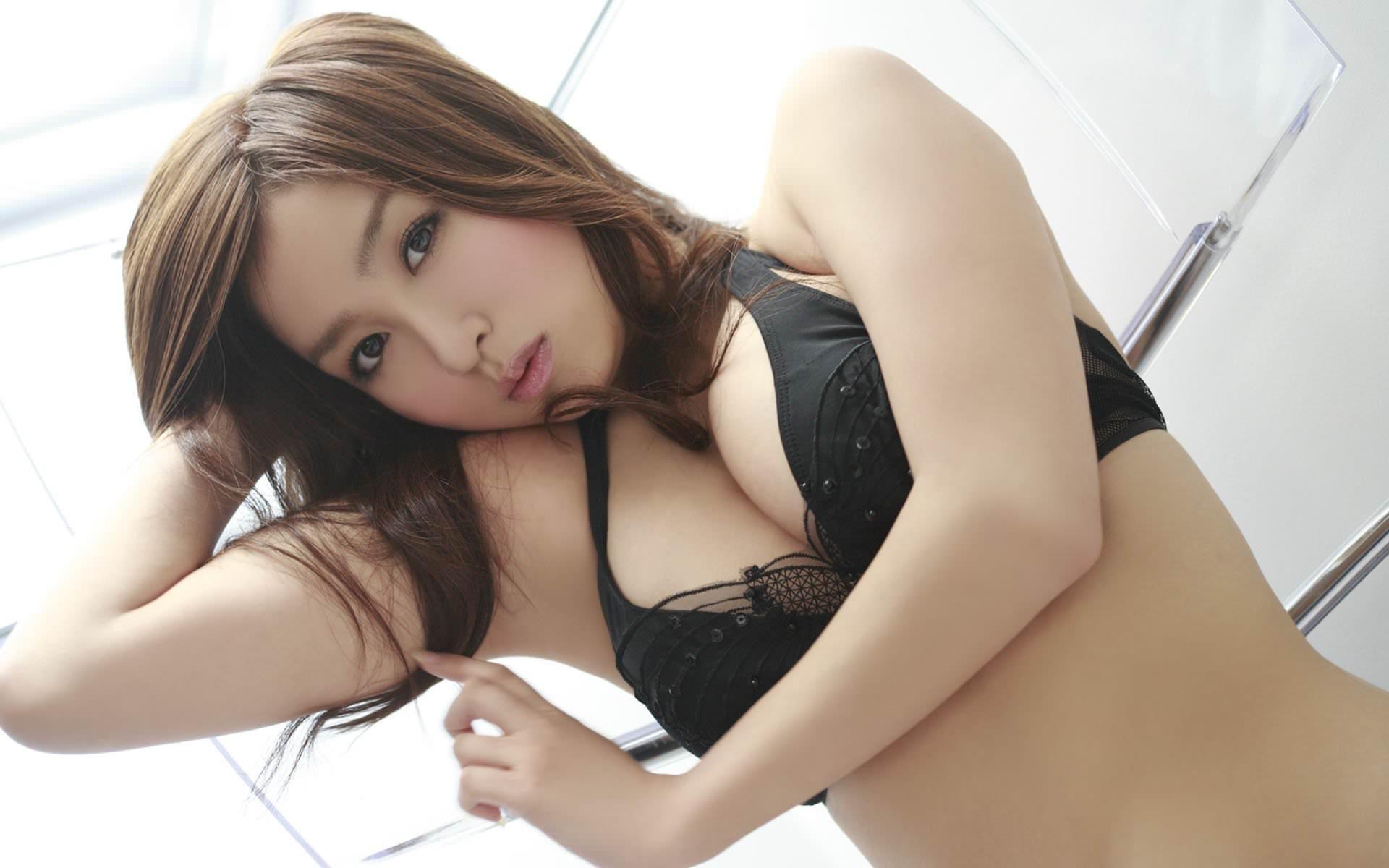 Фото азиаток в лифчике фото 247-305