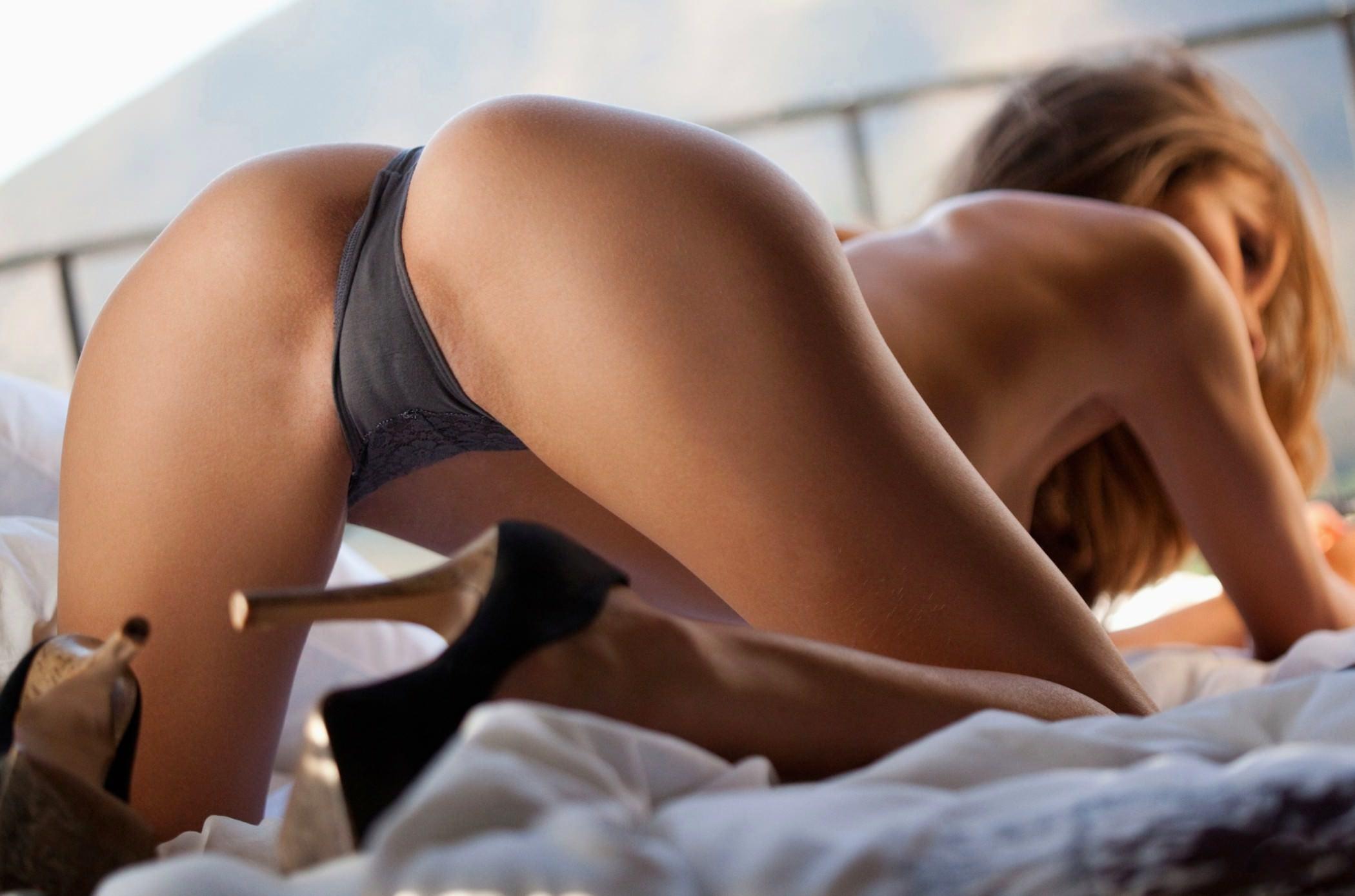 Сексуальная девка в трусиках 20 фотография
