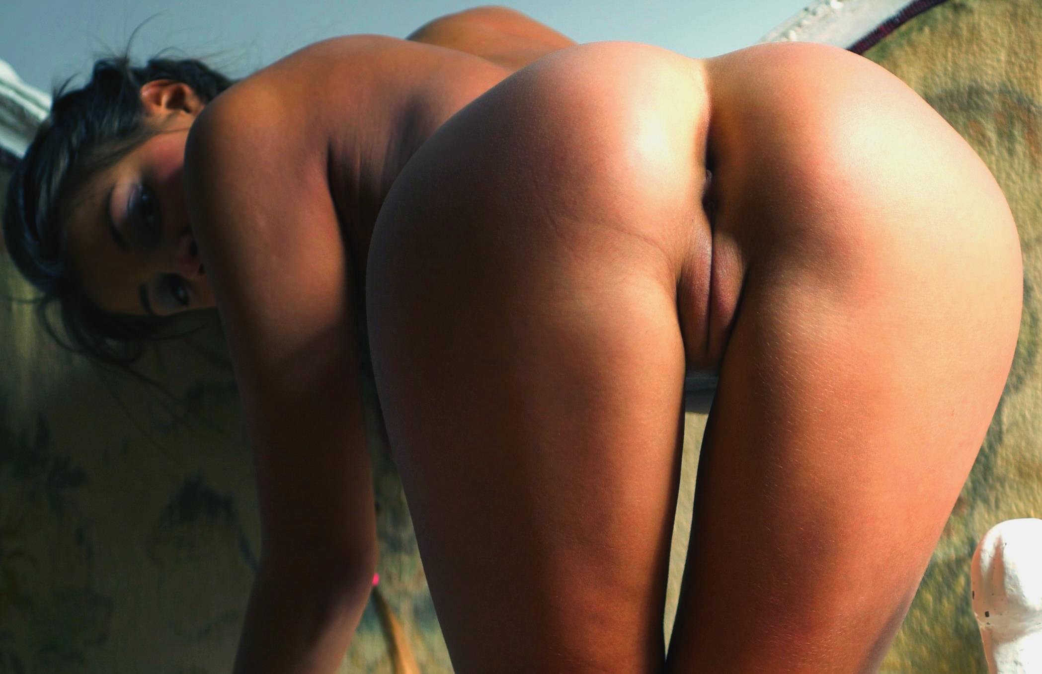 Сладкая голая попочка обои на рабочий стол