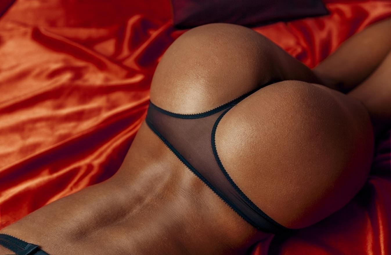 Фото больших негритянских женских жоп в белых стрингах 8 фотография