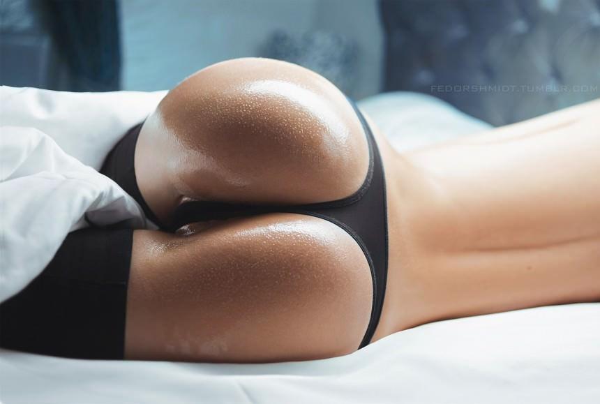 Фото упругие жопы в стрингах 3 фотография