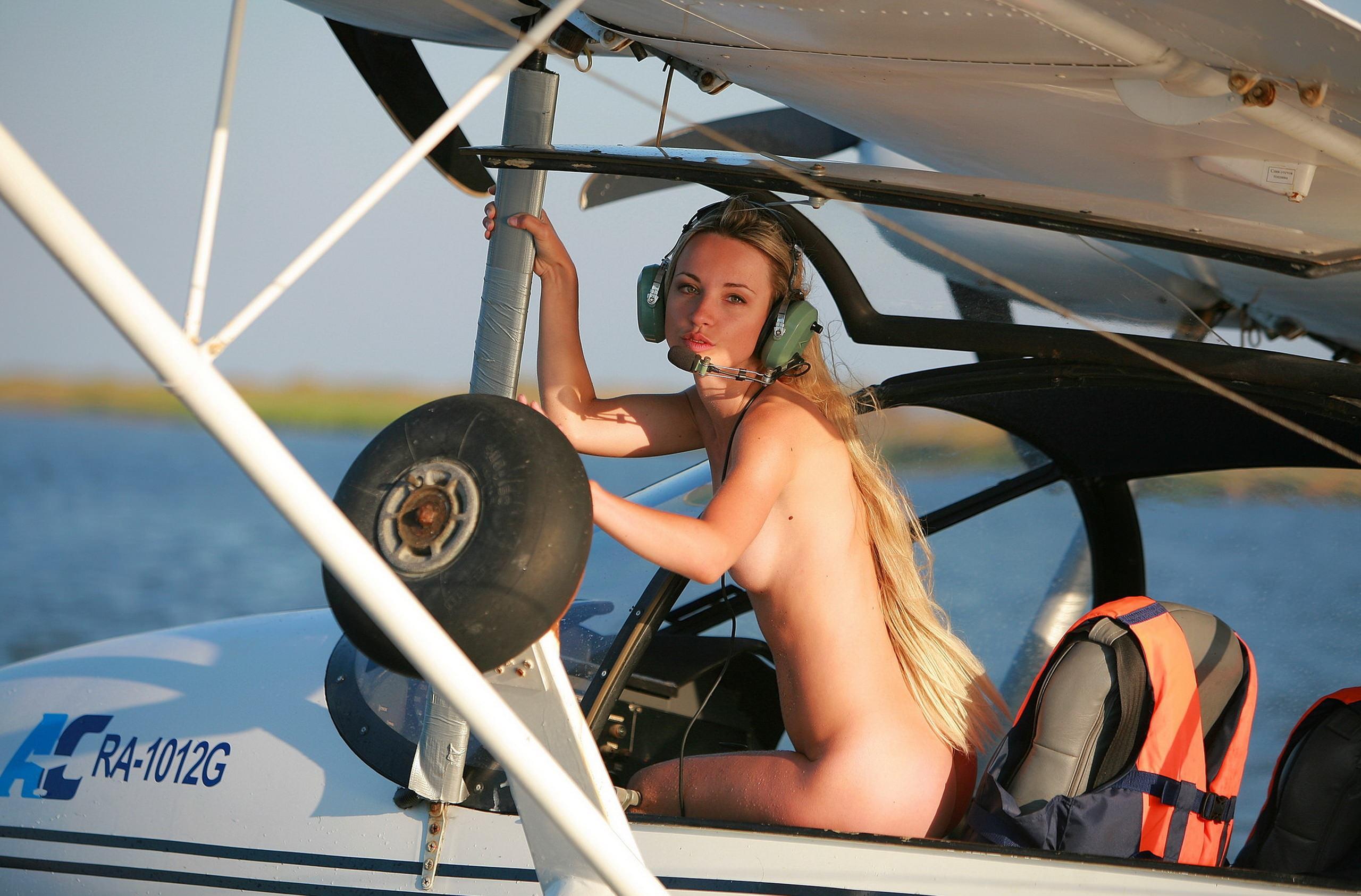 Голые девушки в самолётах фото фото 241-309