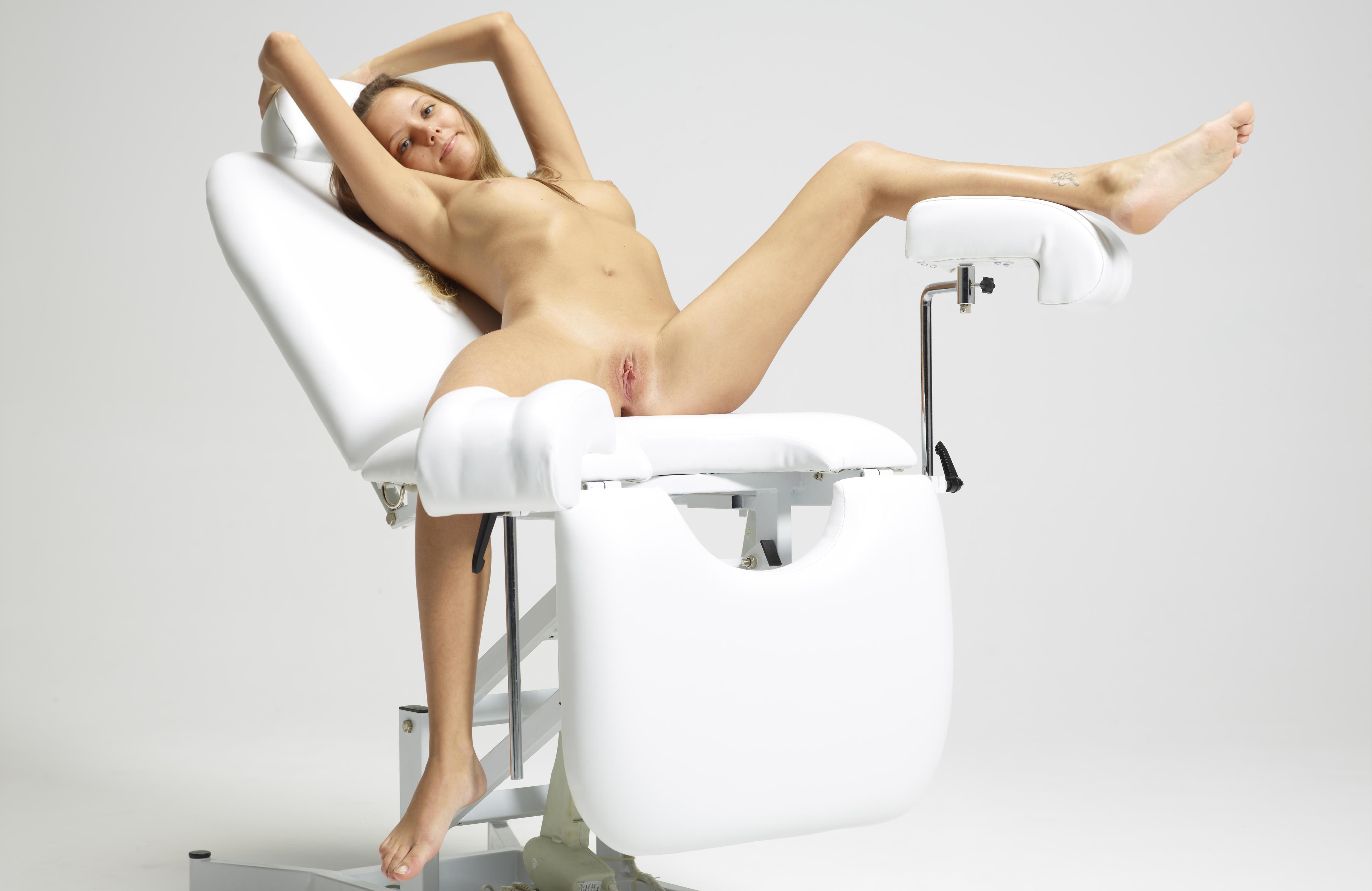 Приём у гениколога порно фото 24 фотография