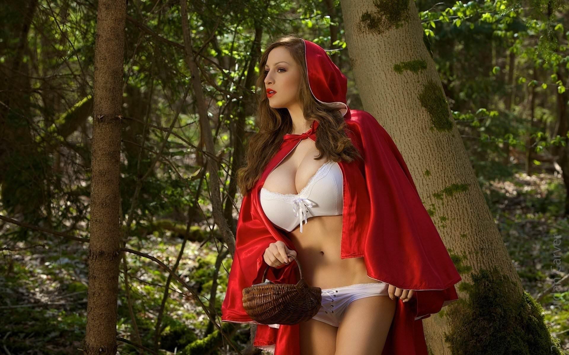 Порно Красная шапочка в лесу