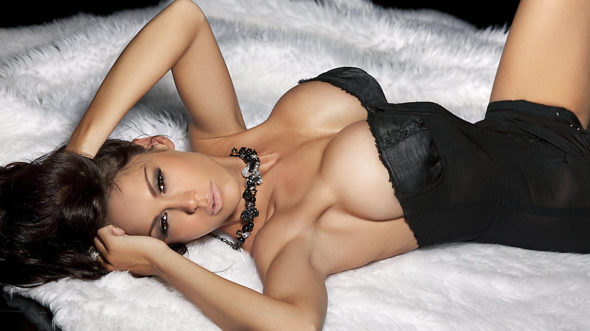 Фото молодых девушек с голой секси грудью соблазн 21 фотография