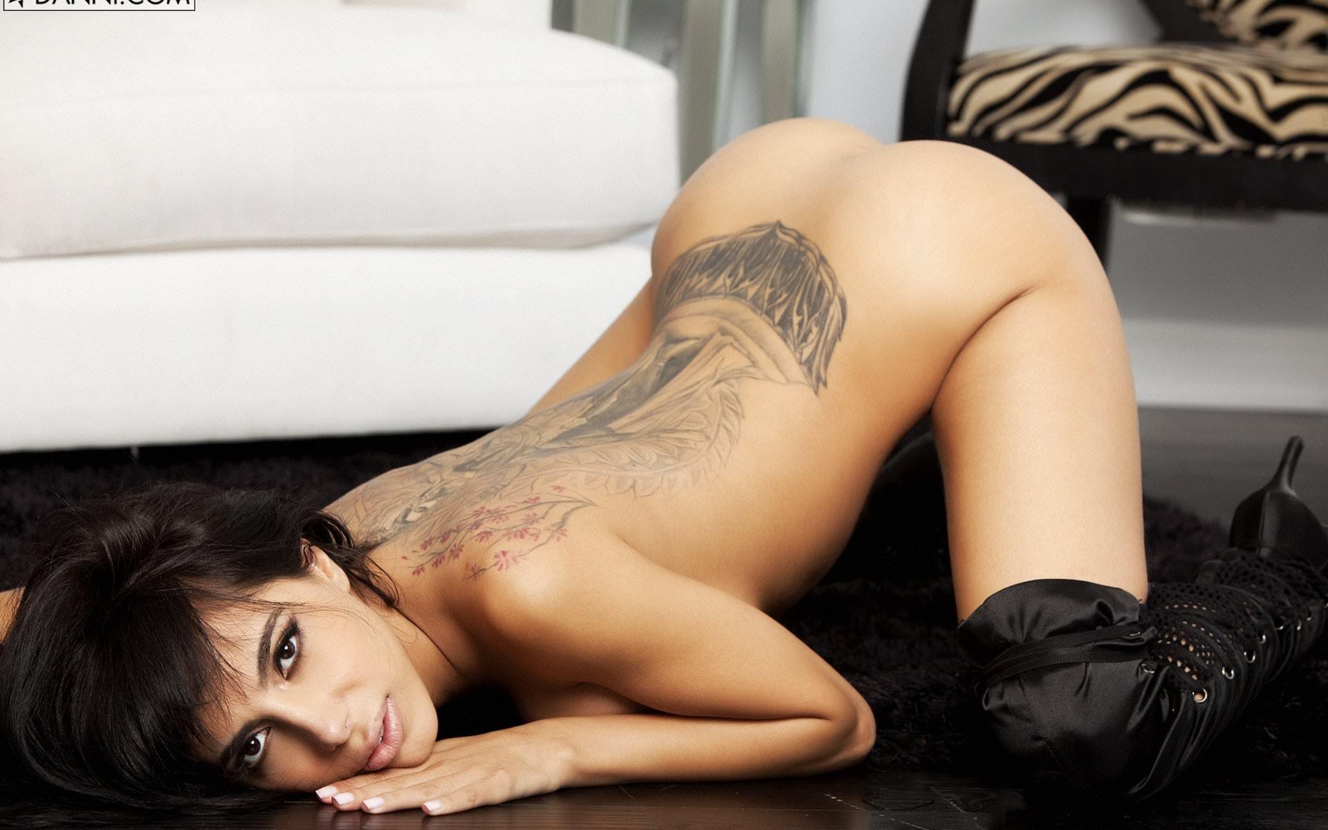 Фото порноактера с татуировками 15 фотография