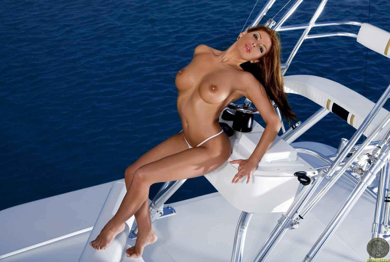 Сексуальные девушки на яхтах фото 7 фотография