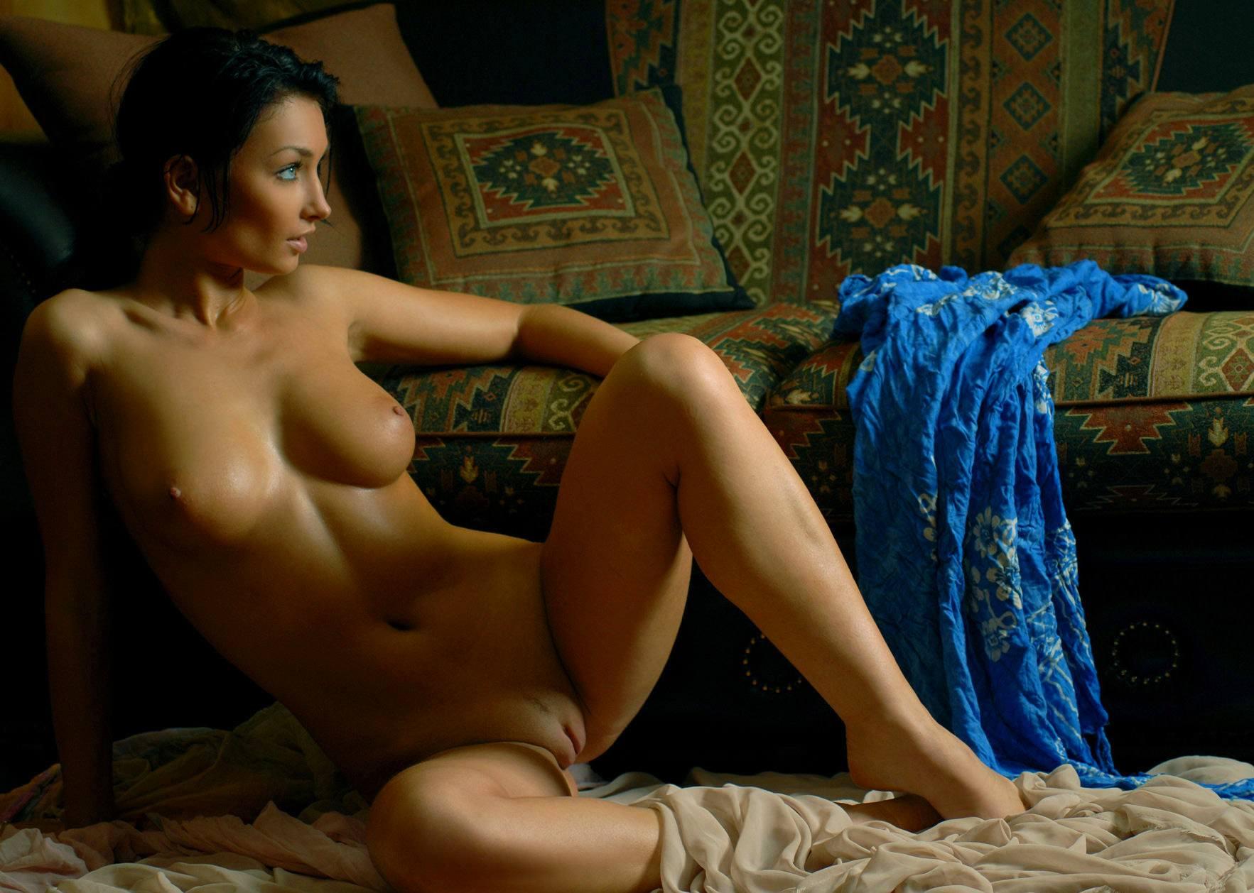 Фото фото девушки с красивой грудью и пиздой