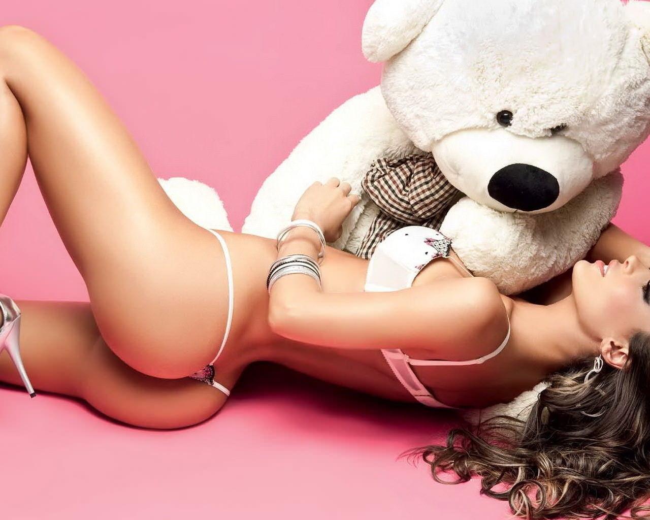 Секси девушки с игрушками 25 фотография