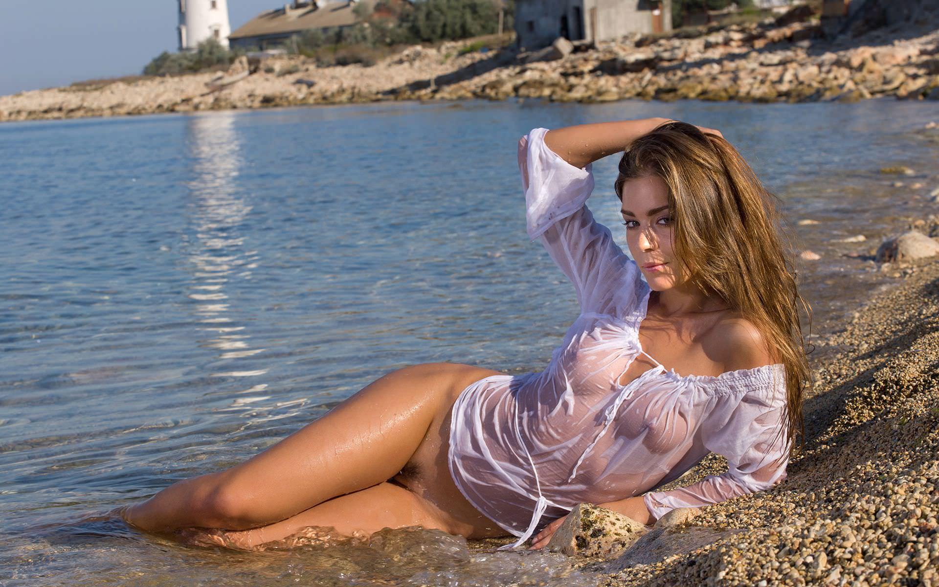 Прозрачные трусики на пляже фото 7 фотография