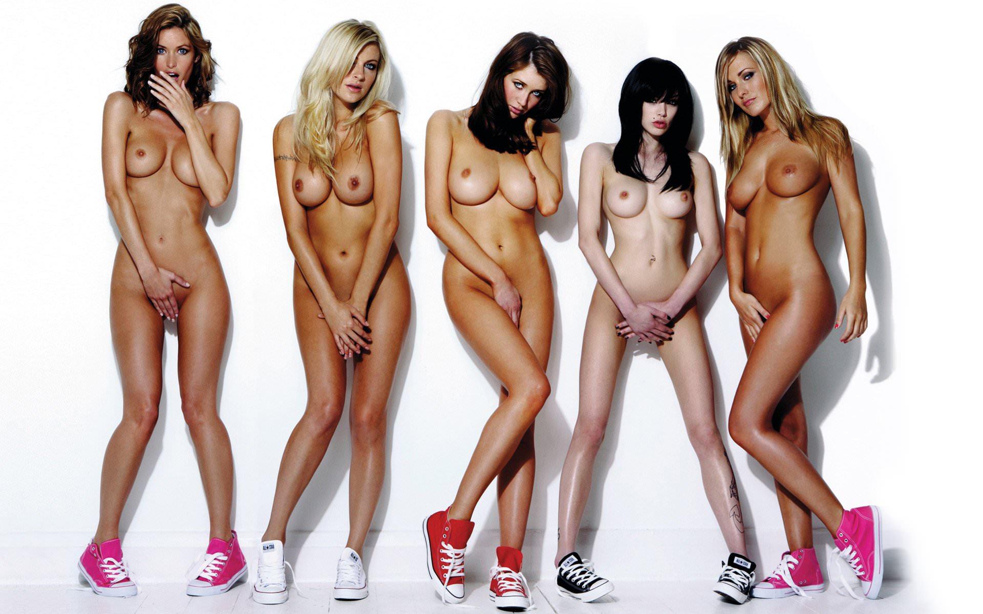 Фото голы девушки прикрывают пизду руками 26 фотография