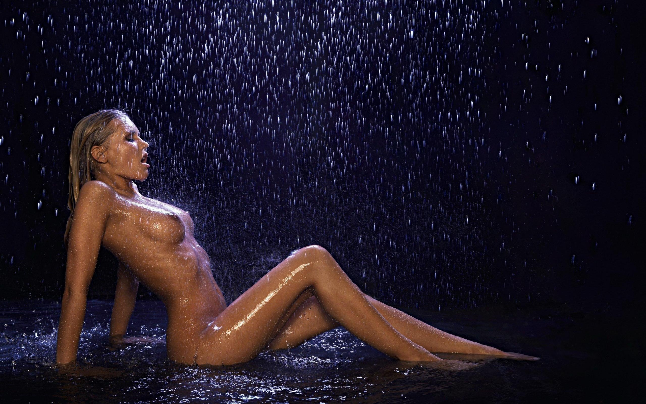 сексуальные девушки под дождём