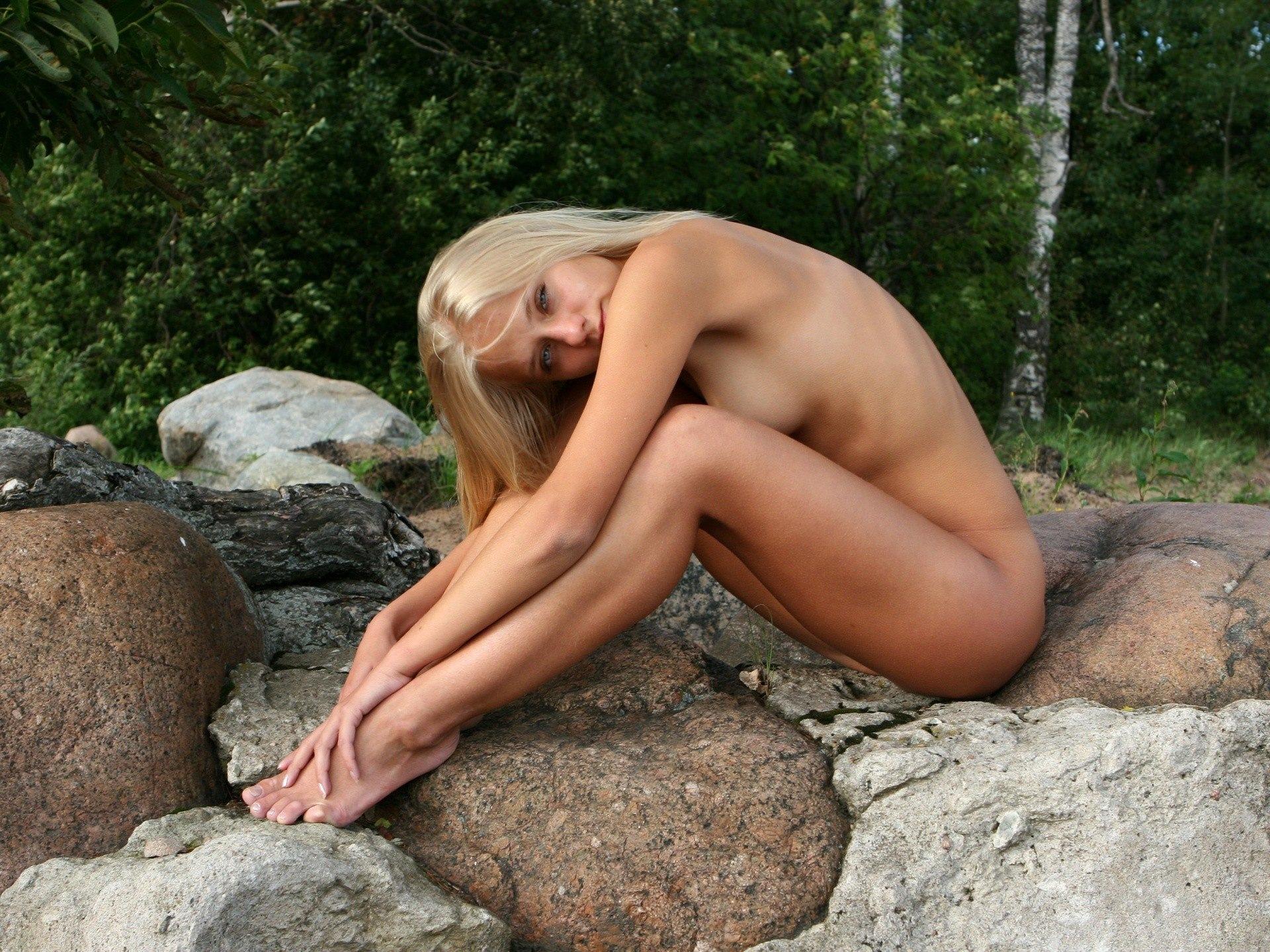 Стройные ноги голых блондинок 2 фотография