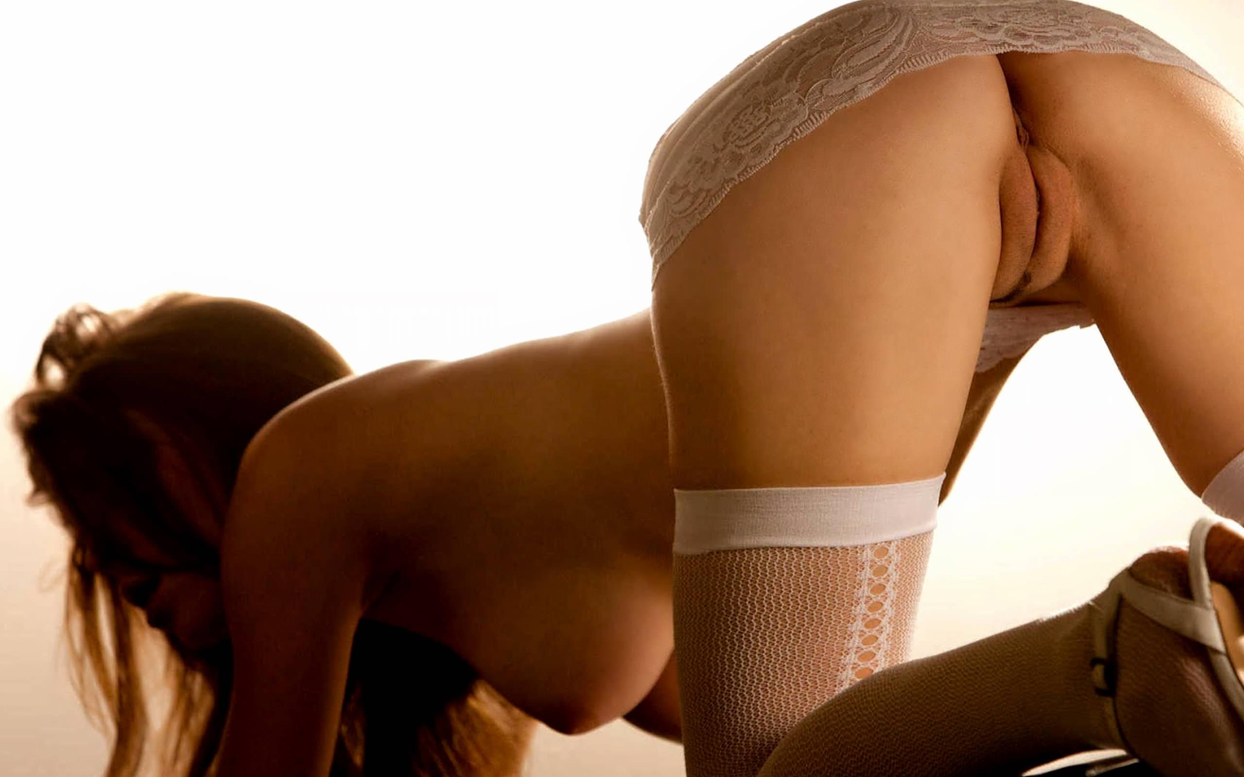 Эротические девки без трусов 19 фотография