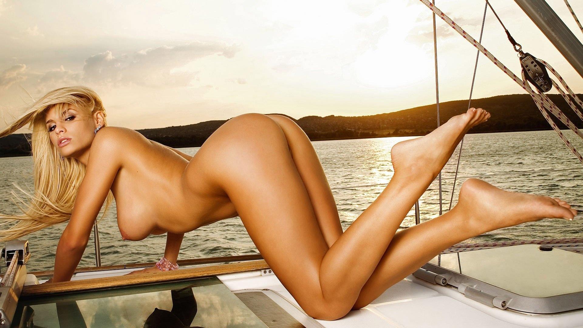 голые девушки на яхте фото