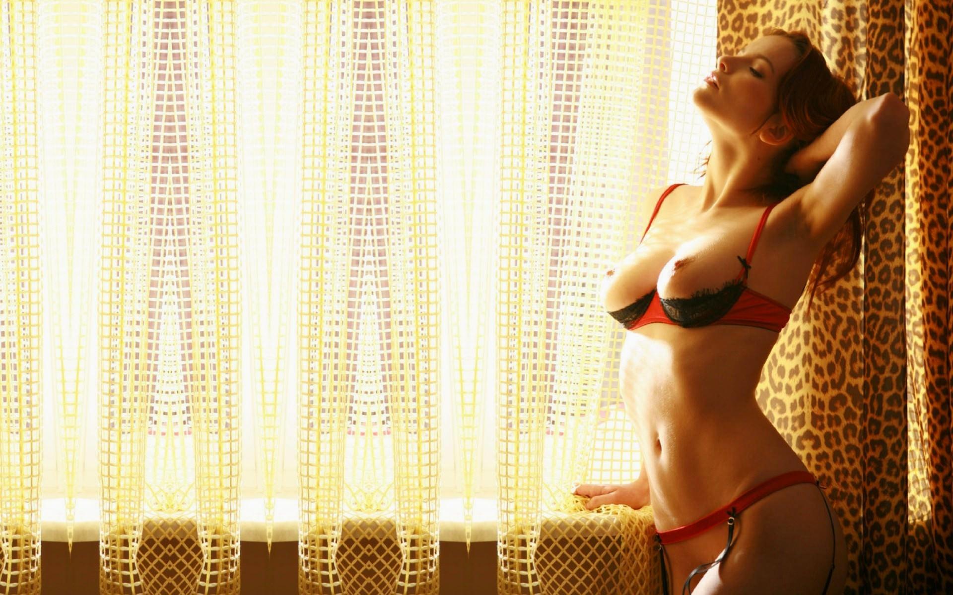 Эротичные девушки в ливчиках фото 12 фотография