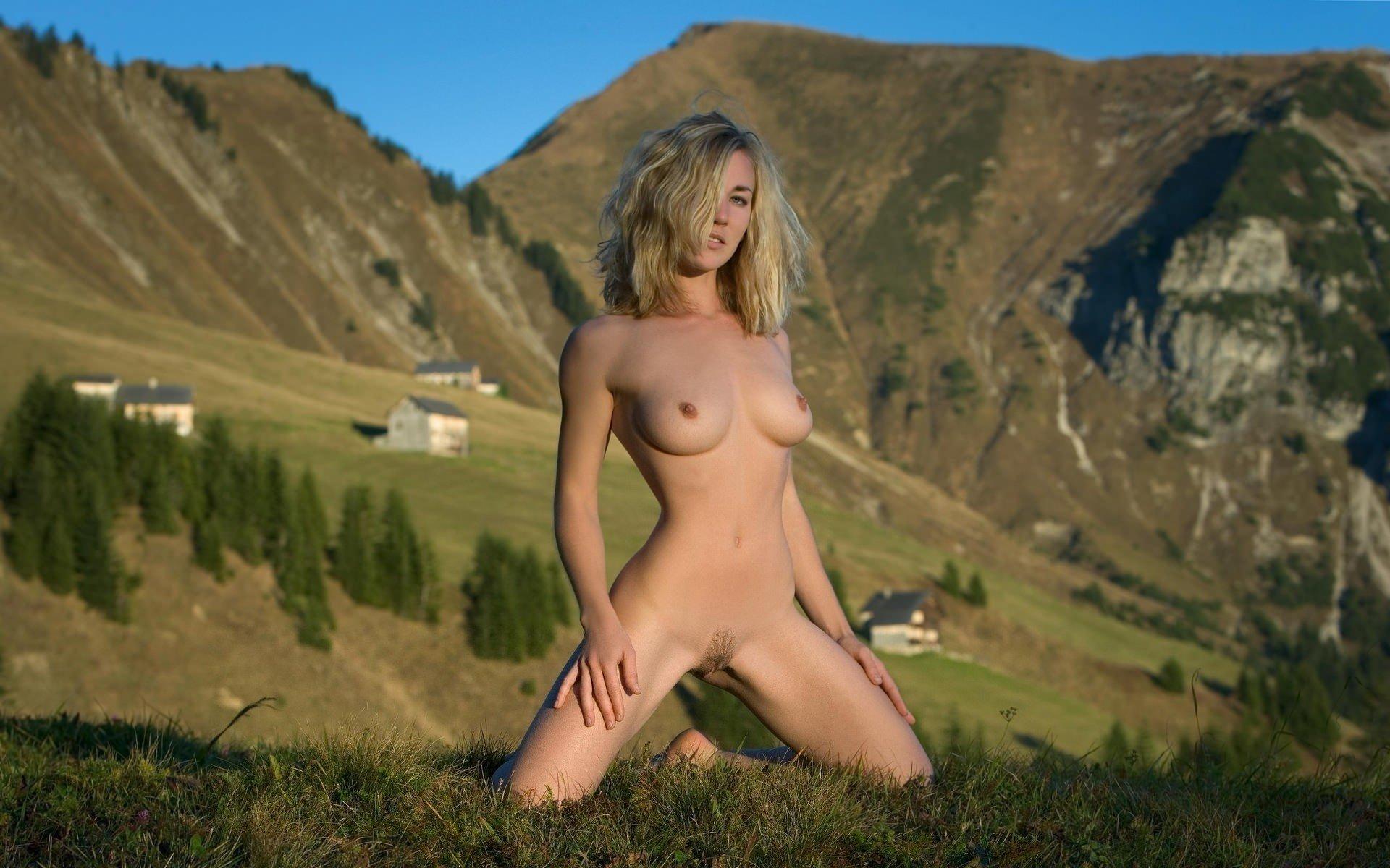 golie-zhenshini-v-gorah