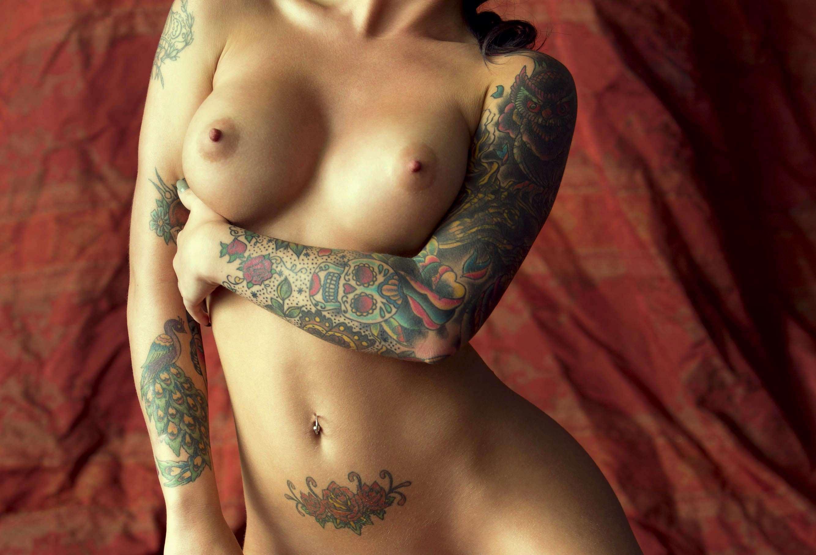 красивые девушки с татуировекими на теле секс фото рисунки