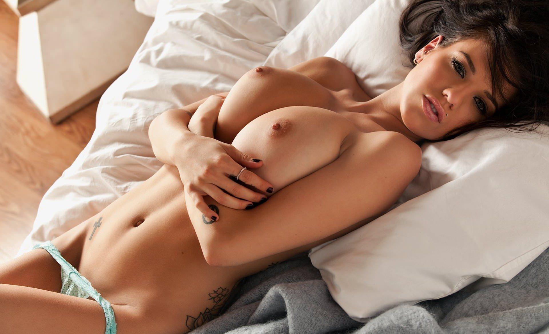 Секс девушка с девушкой с грудью 18 фотография