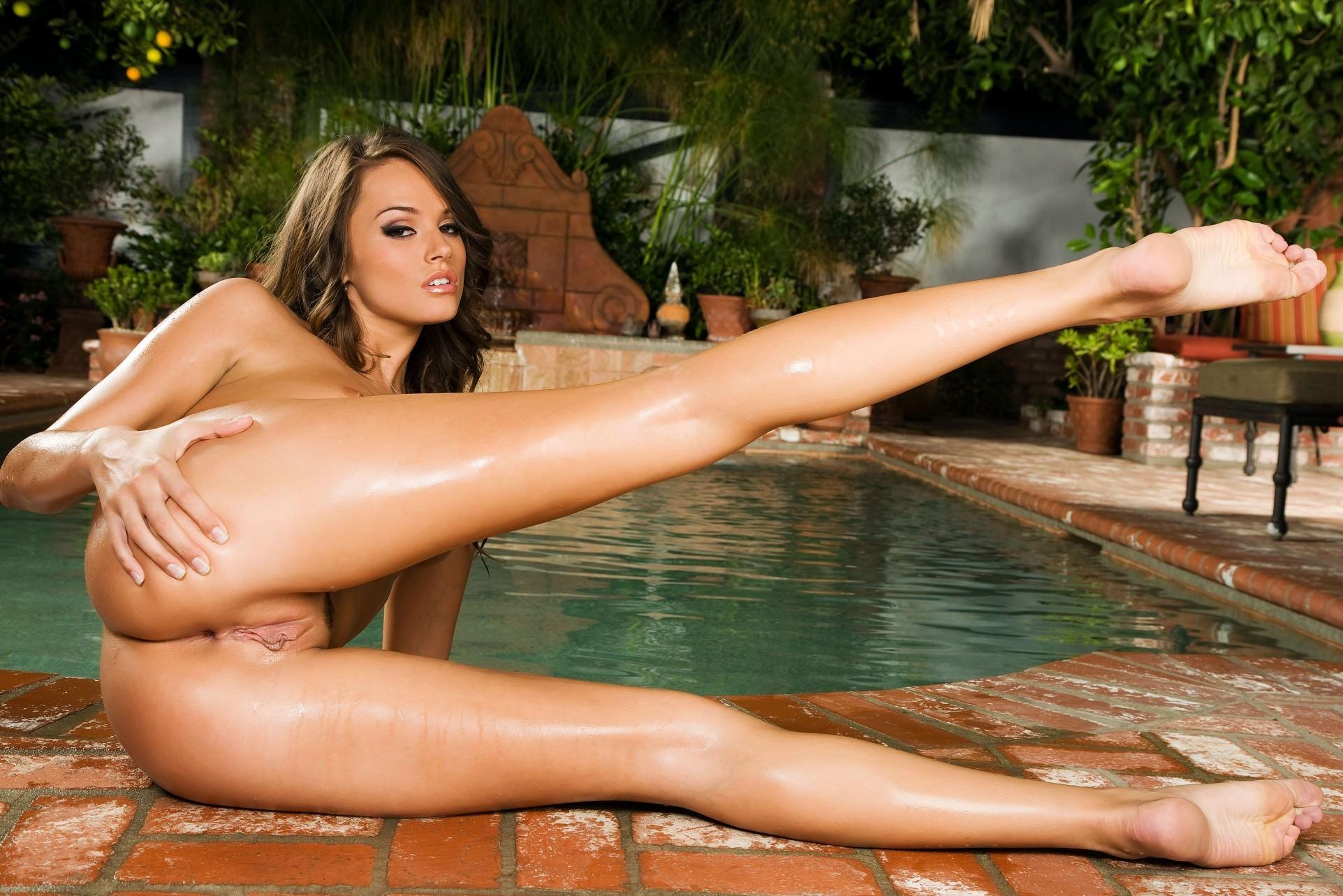 фото голых девченок в фонтане