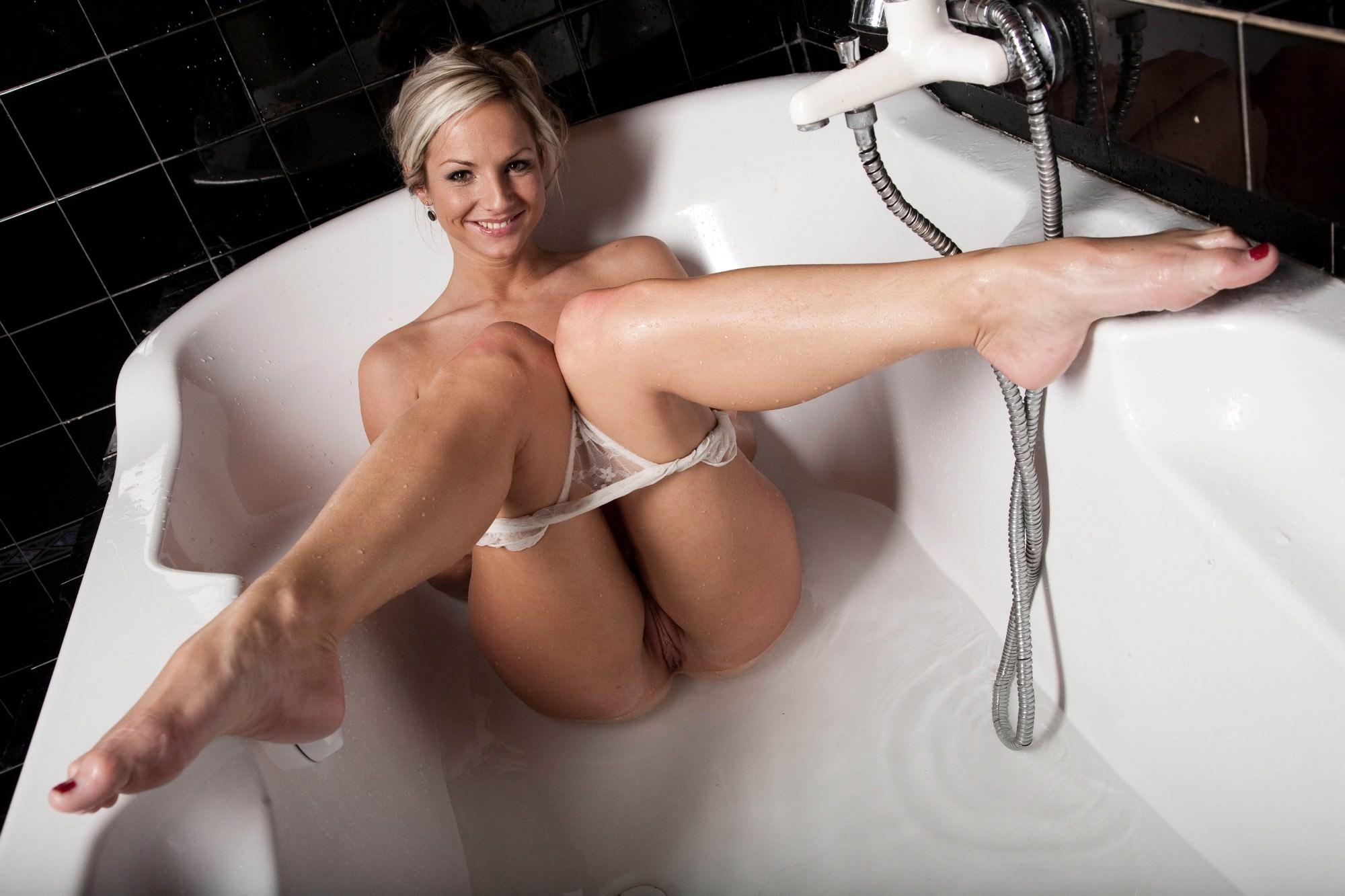 Эротические фоьо в ванне 12 фотография