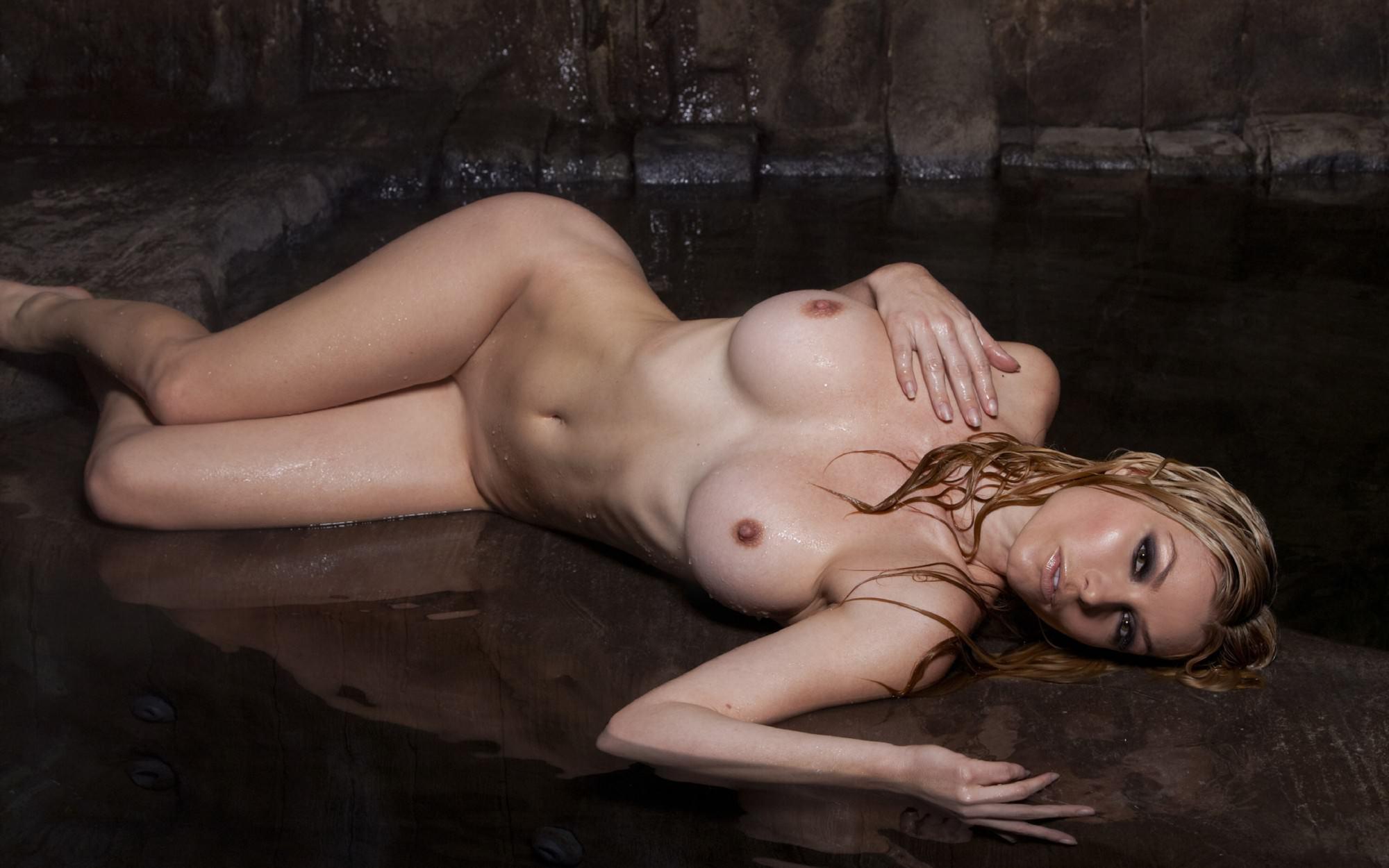 Сосед лежит голая порно 14 фотография