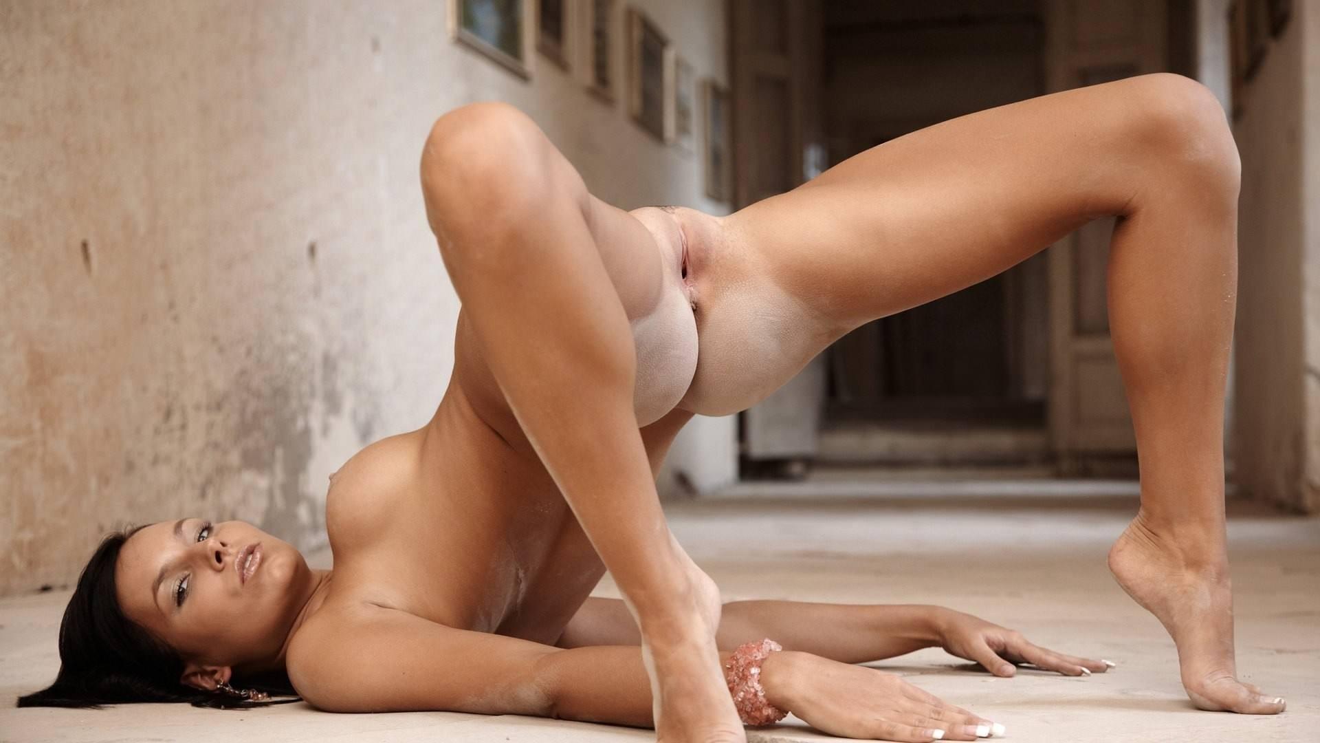 Муж фотографии девушек со спины обнаженных мастурбация ванной переливание