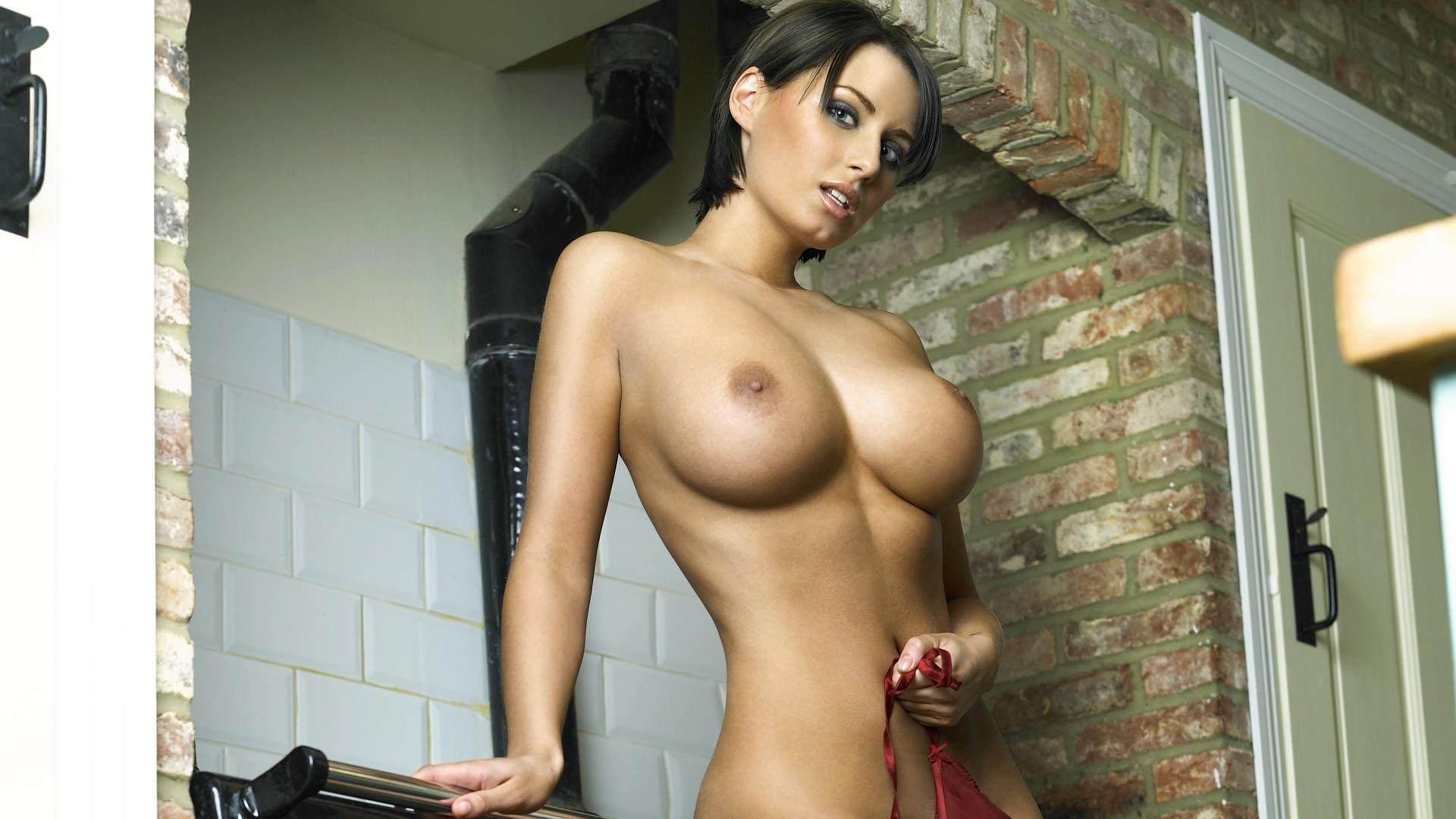 Девушка с короткой стрижкой и большими сиськами фото 237-825