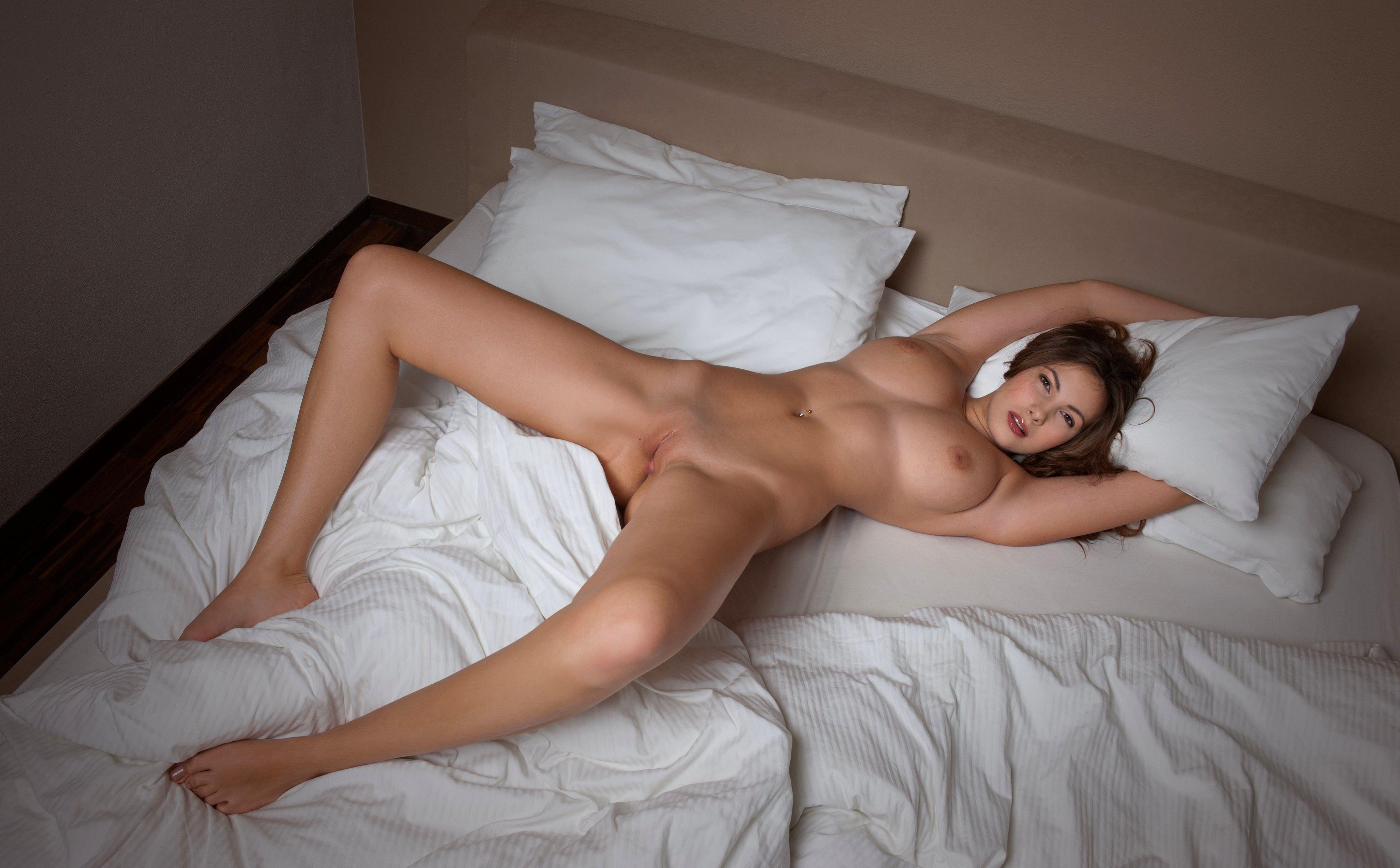 Картинки голые девушек в постеле фото 775-876