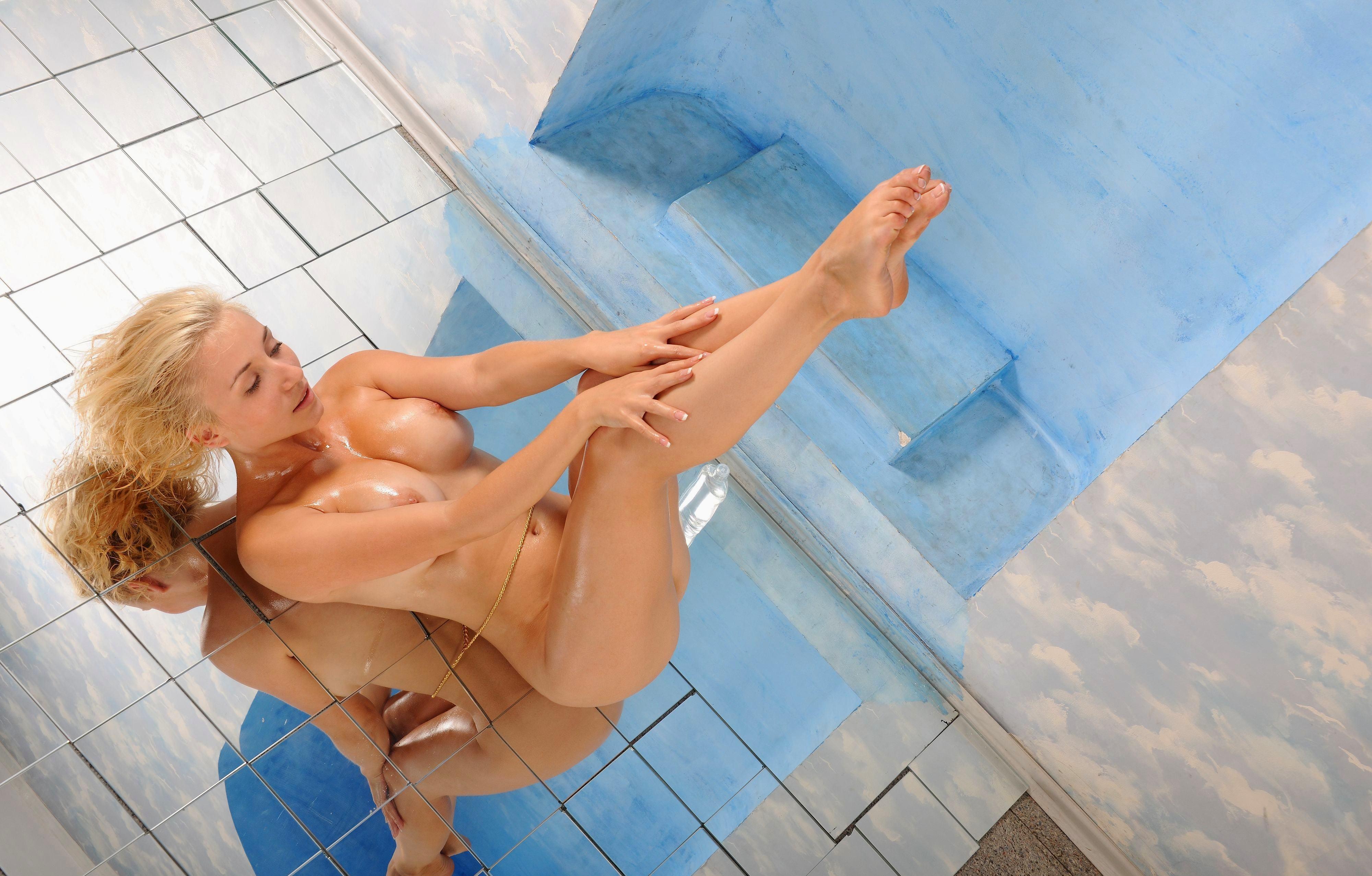 porno-blondinka-mokraya