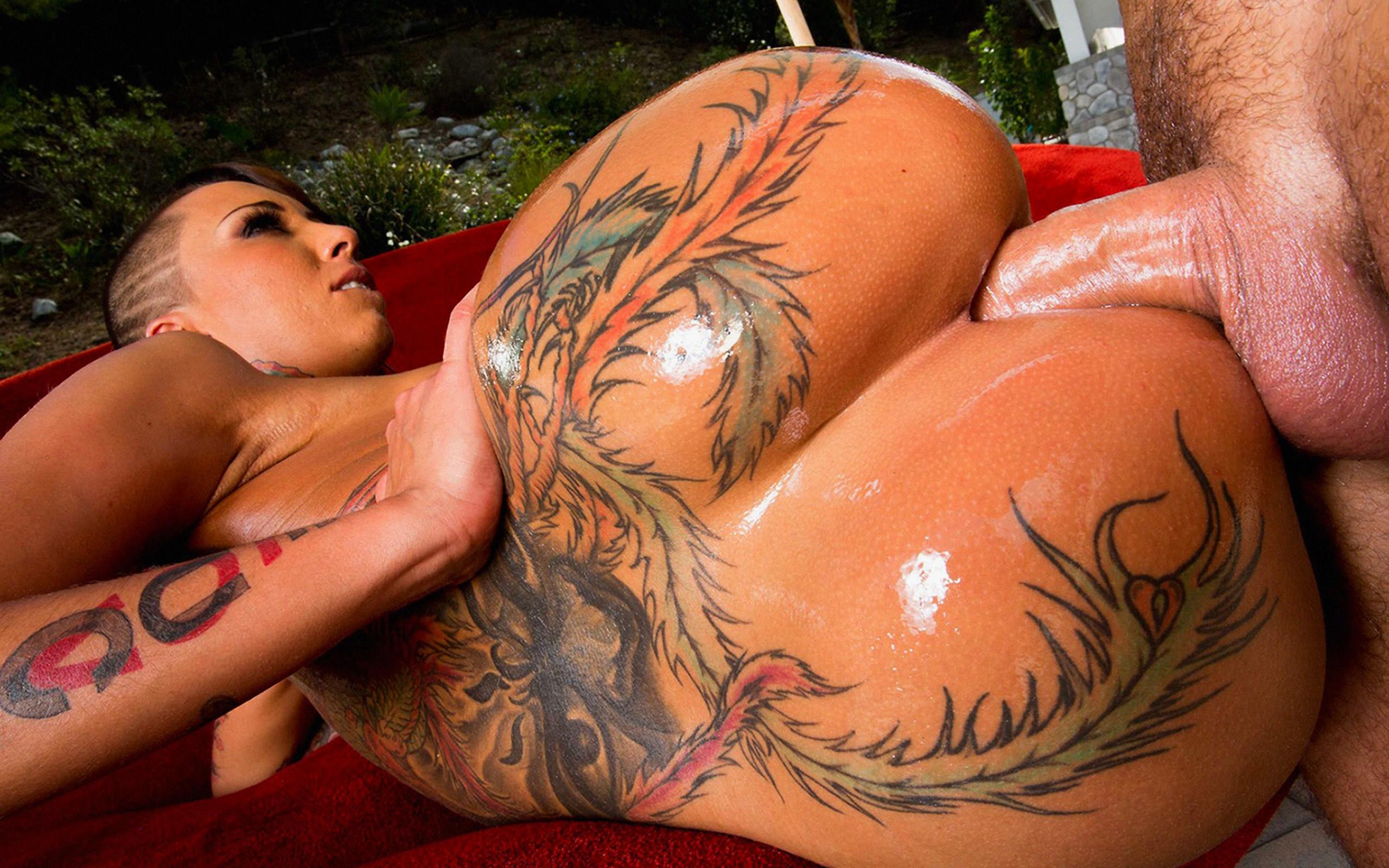 Татуированная девушка трахает 10 фотография