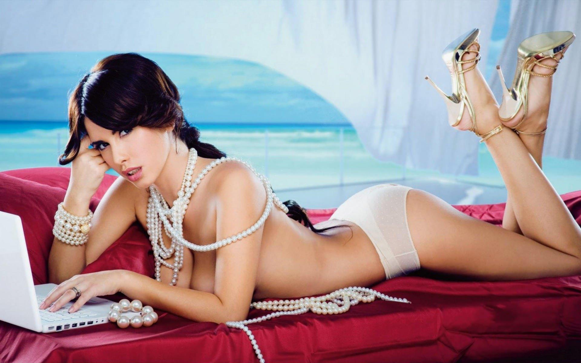 eroticheskie-foto-biznes-devushek-imeet