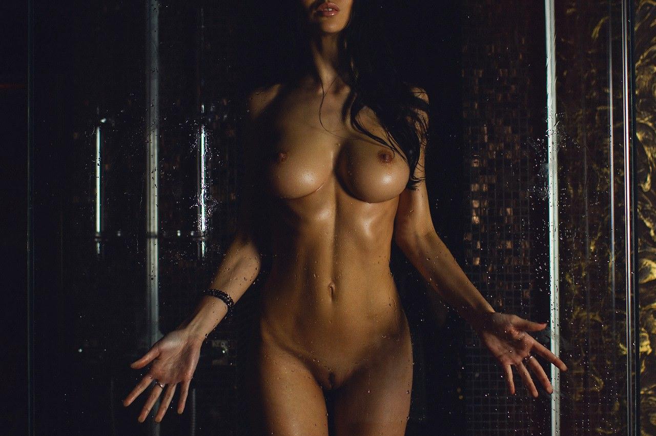 Фото мокрое обнаженное женское тело 11 фотография