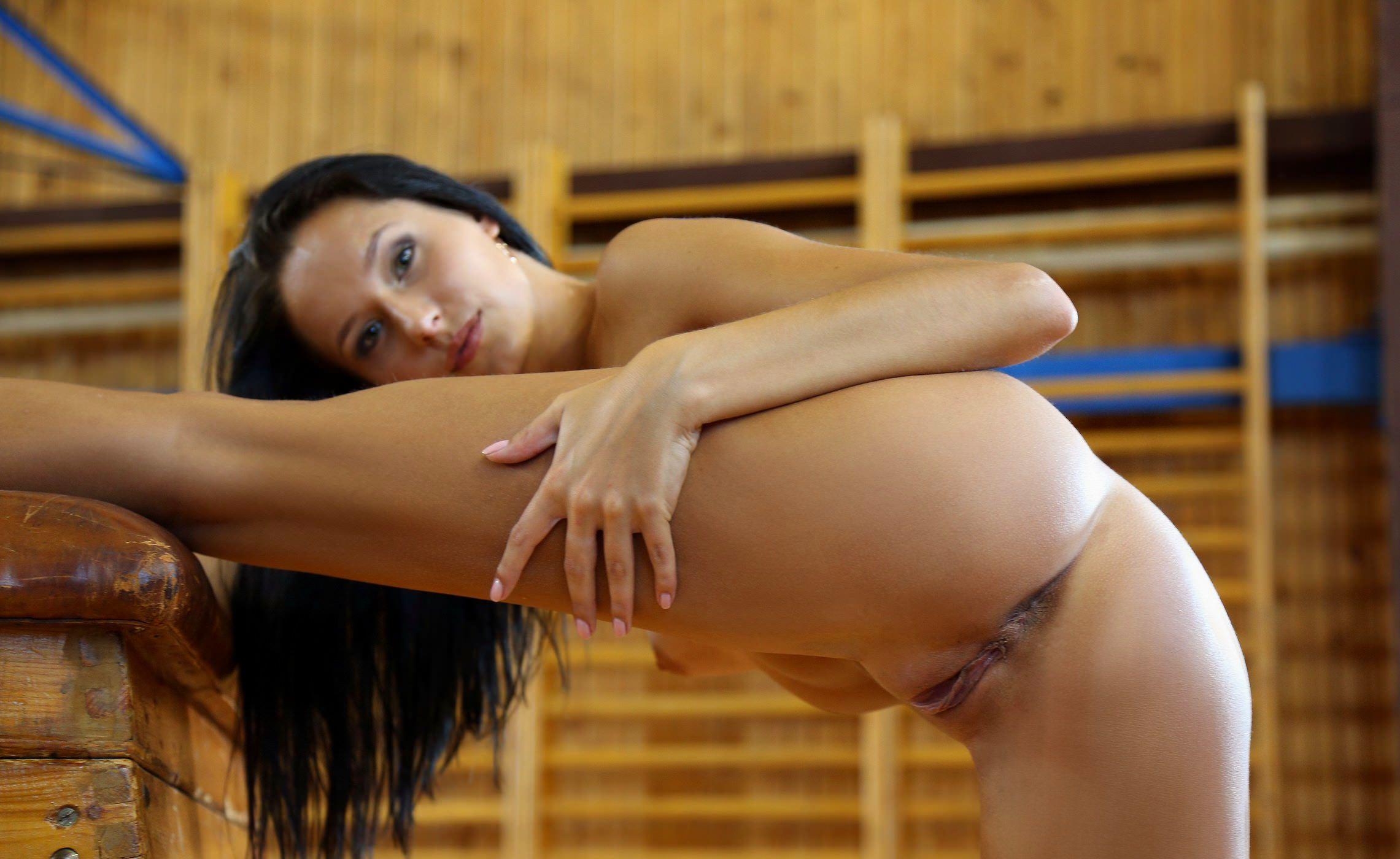 растяжка голые девушки фото