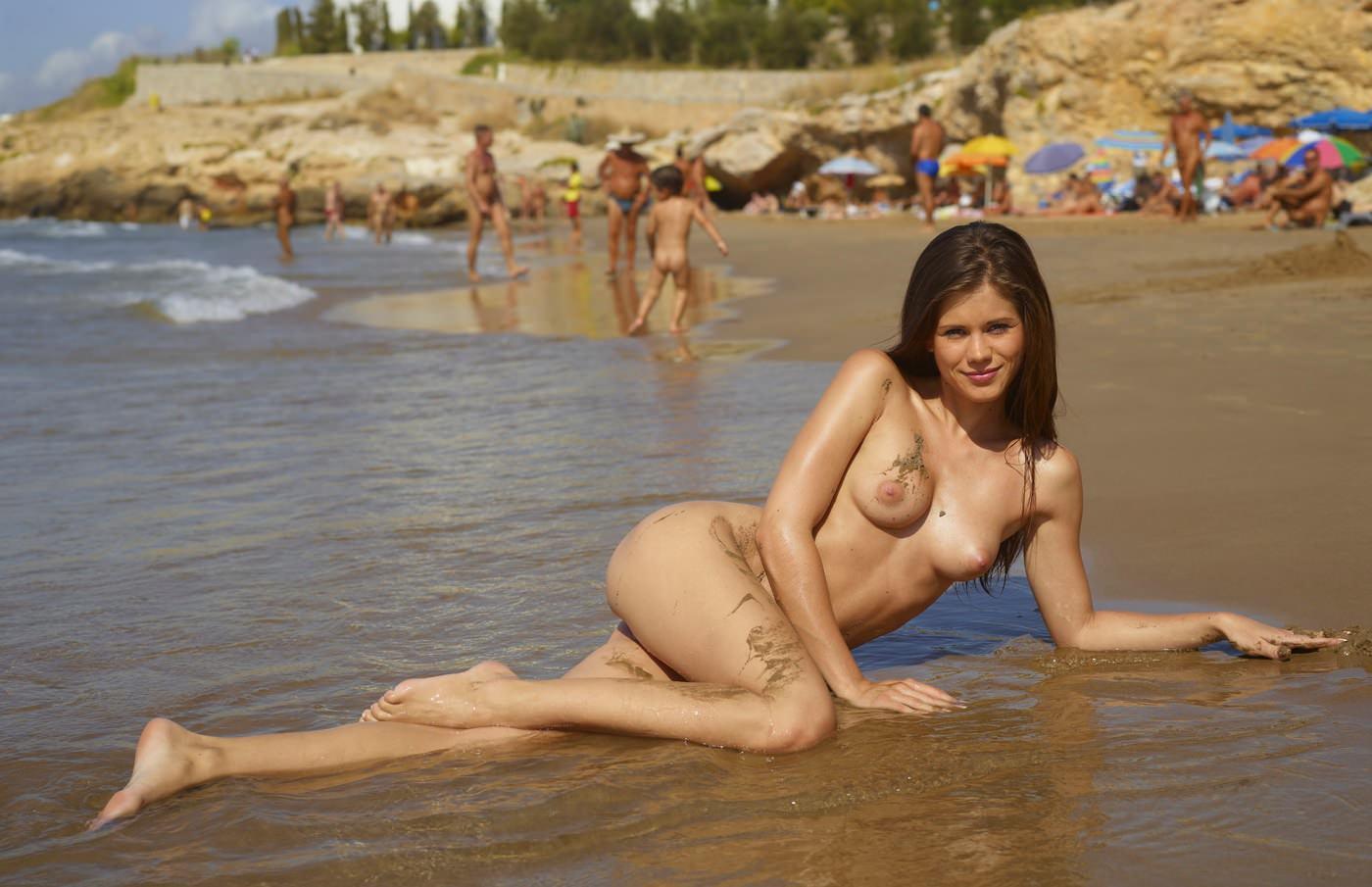 Фото голая беременная девушка на нудистком пляже 18 фотография