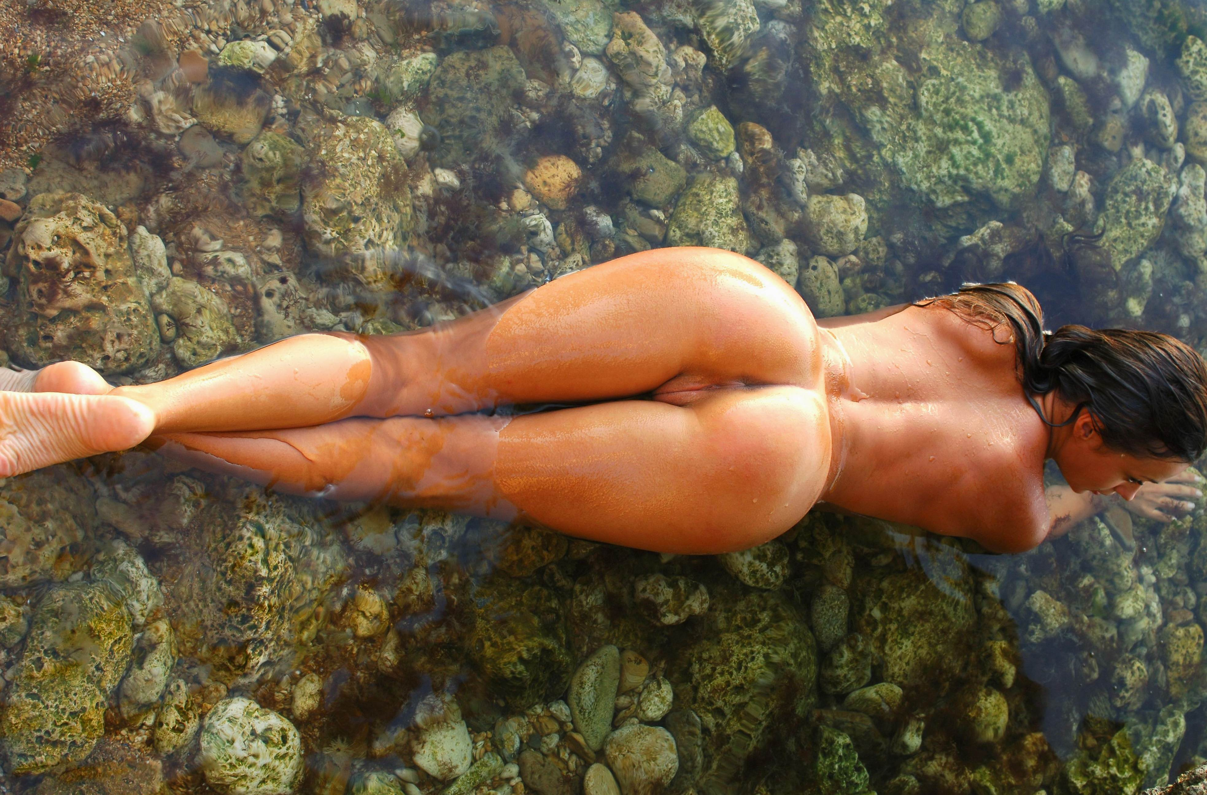 Голые бабы в воде 27 фотография