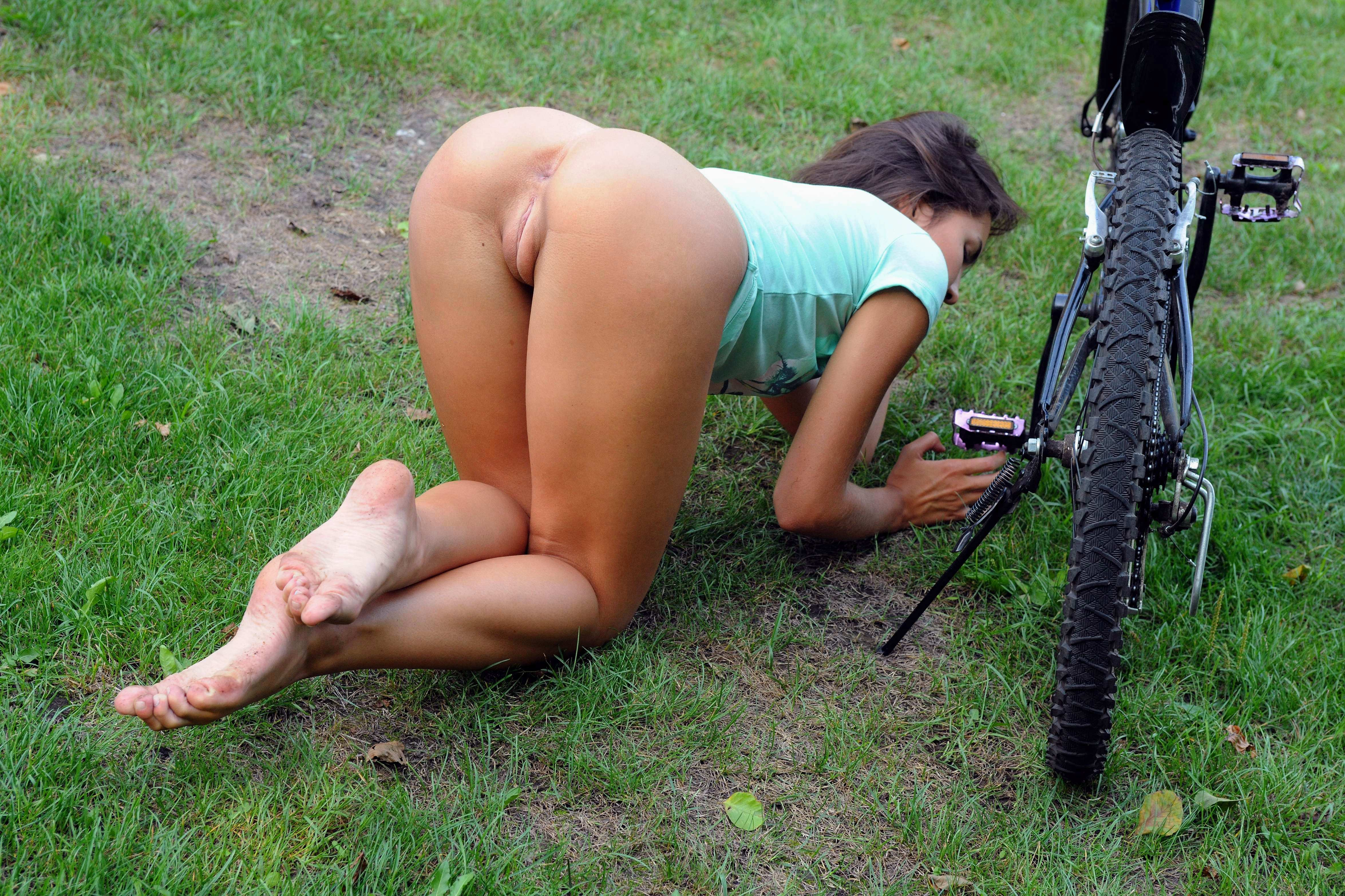 Секс на велосипеде в попу 13 фотография