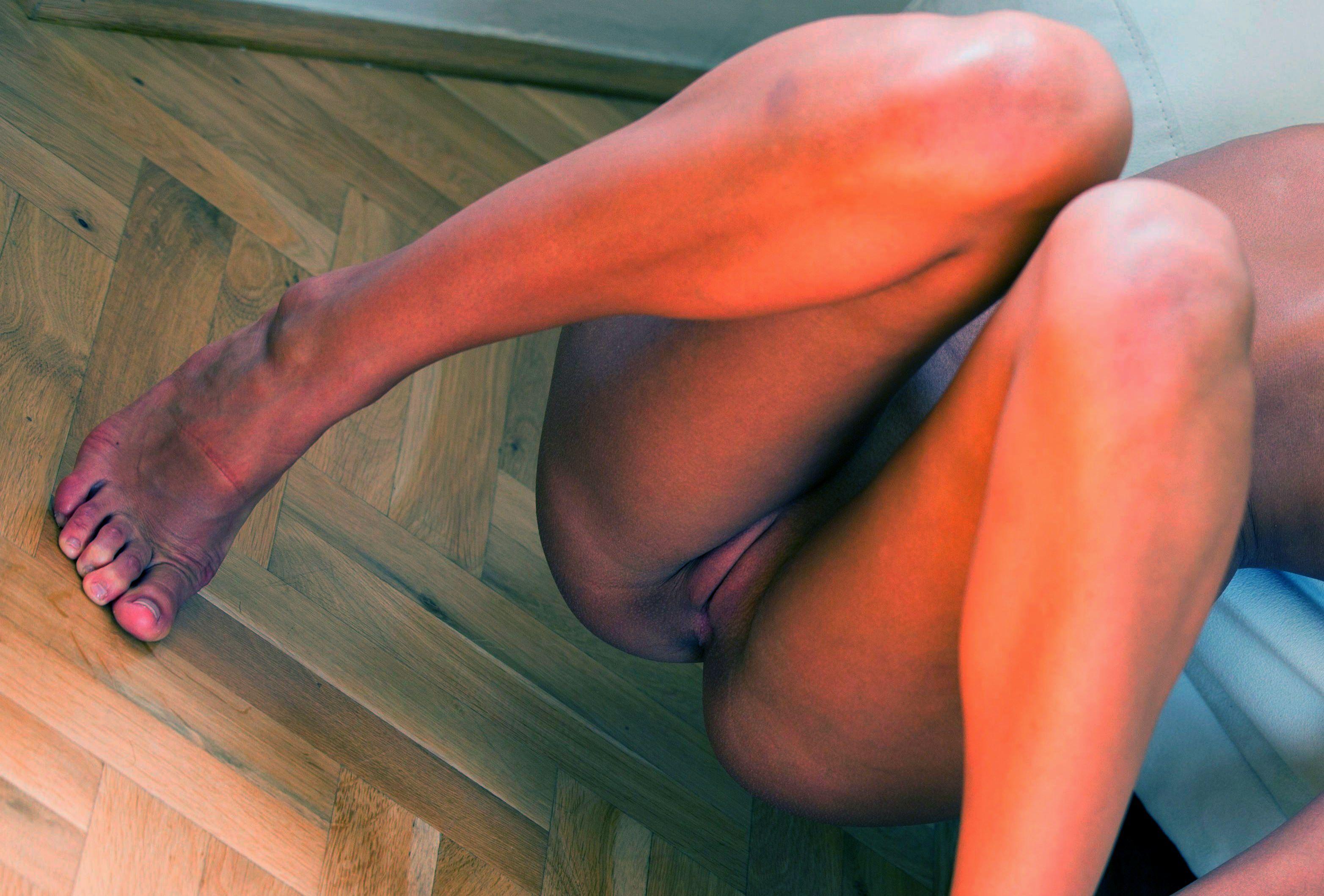 Фото у красивых между ног