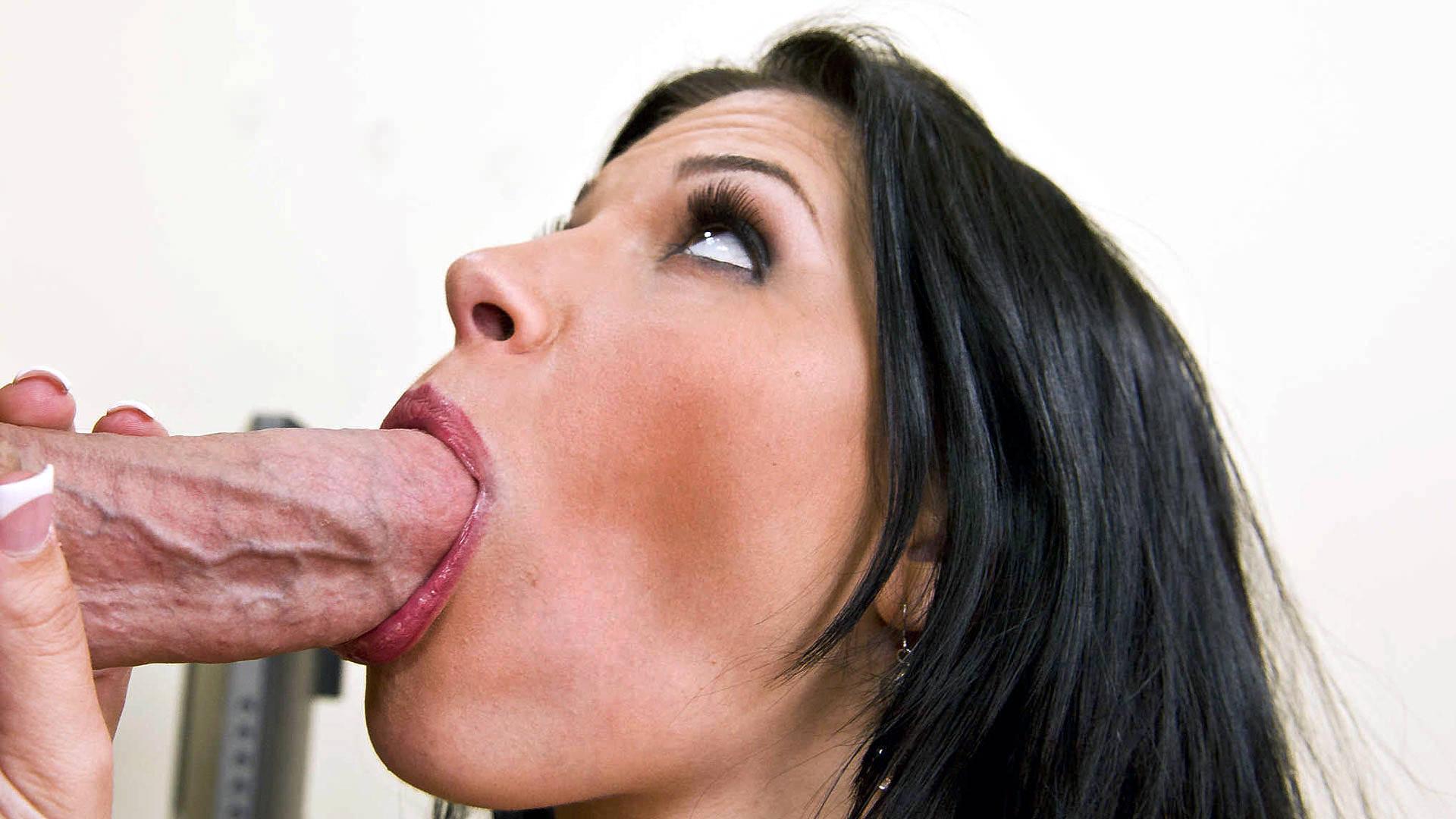 Сосет хуй супер, Минет красивых девушек и женщин в домашних порно 4 фотография