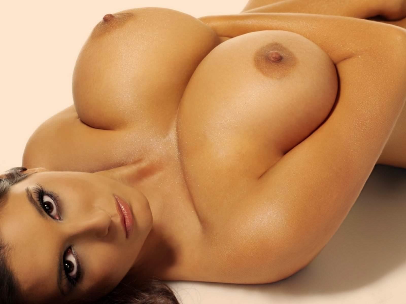 Смотреть натуральные весячий сиськи 720 онлайн 18 фотография
