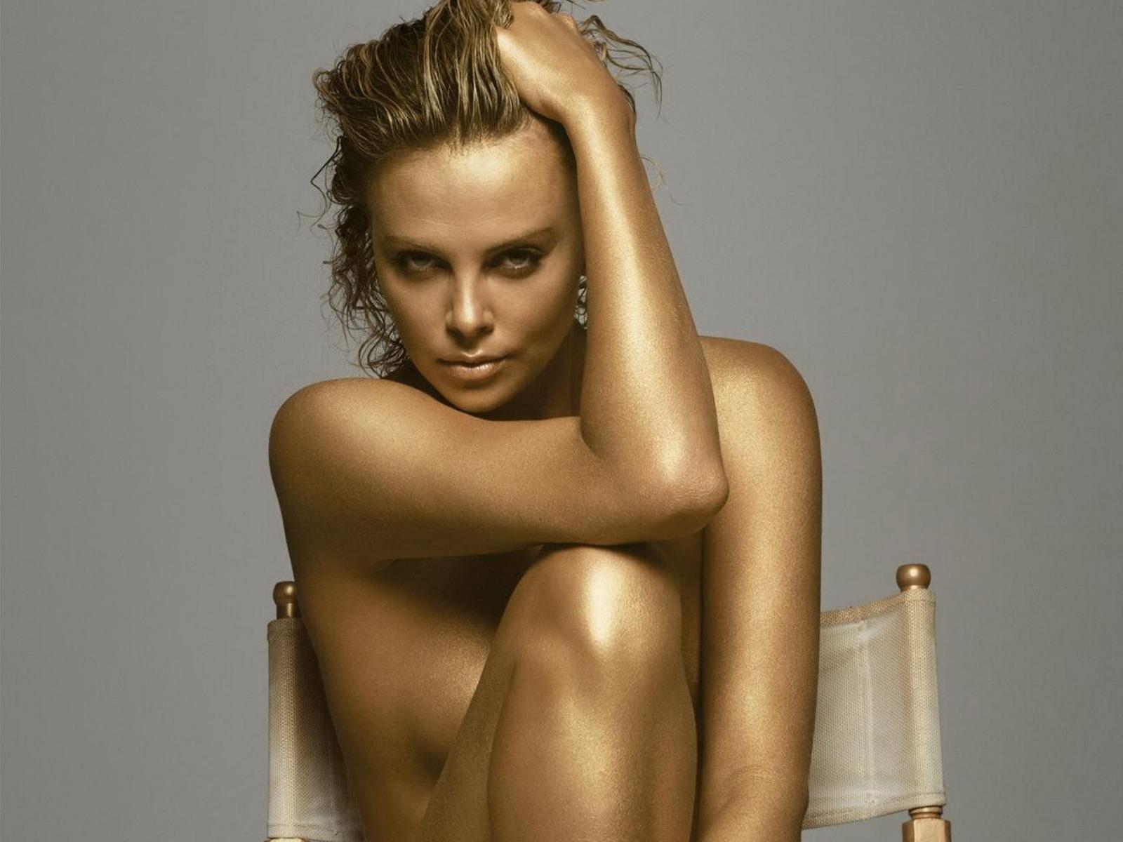 Фото красивых голых девушек на стуле 16 фотография