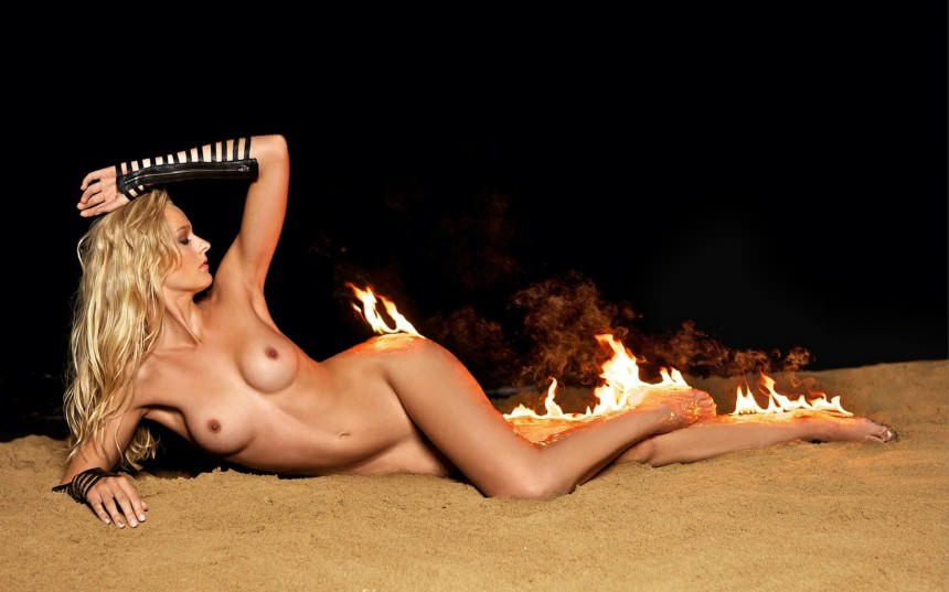 Девушки, эротика, огонь, песок, фантастика, фотомодели, фантазия, красотки.
