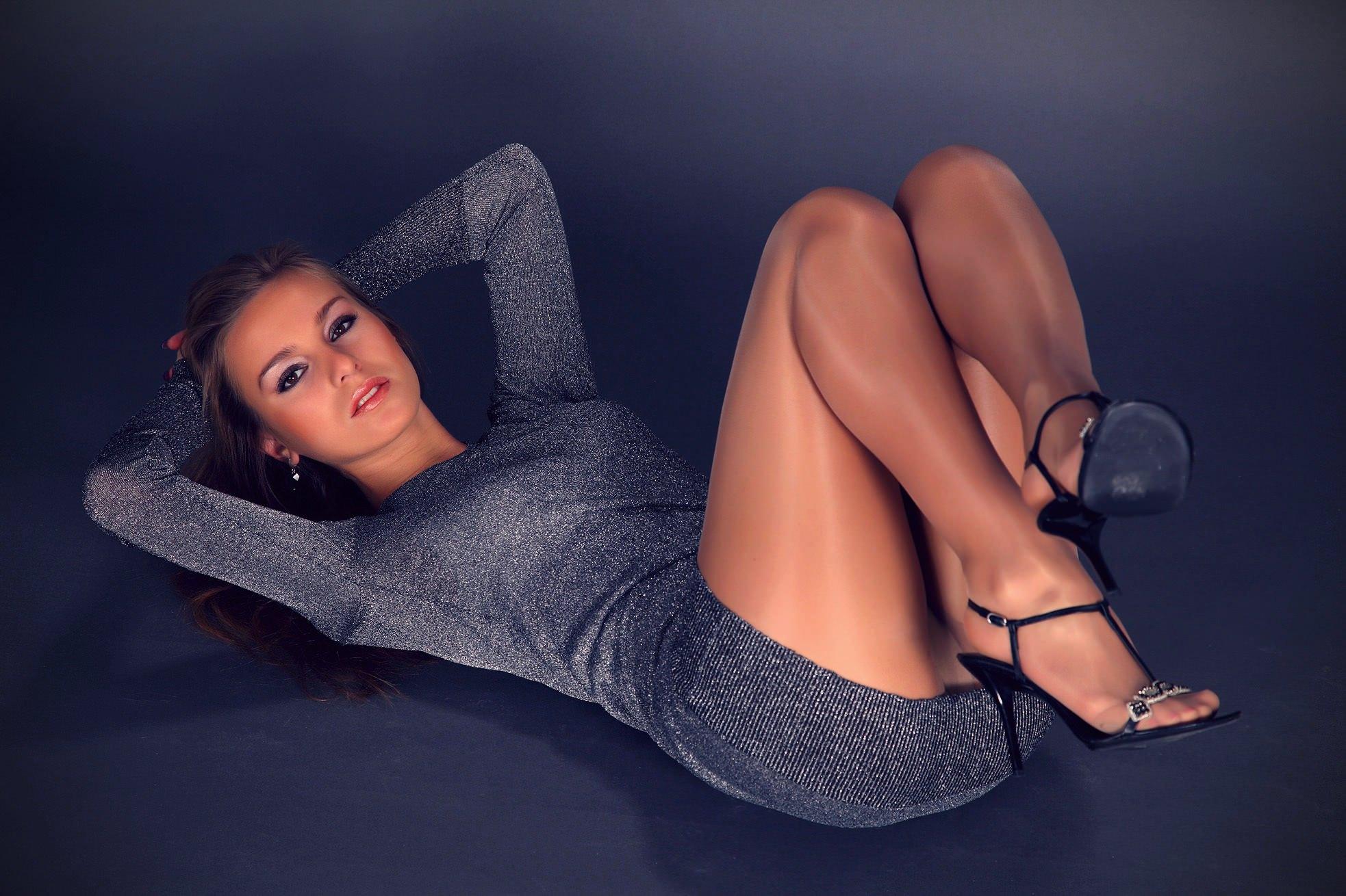 Фото секс девушки в колготках и платьях 14 фотография