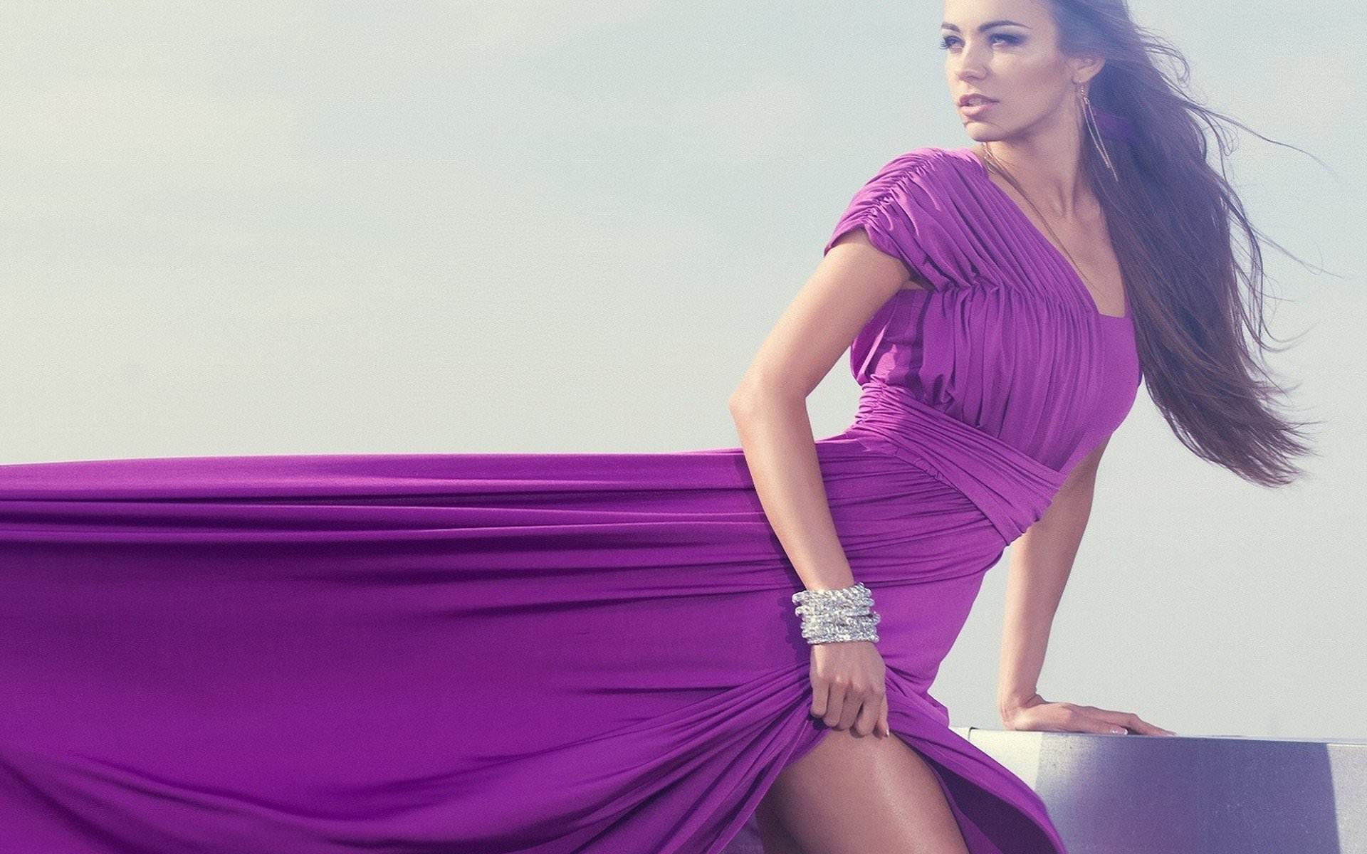 Фото красивых девушек брюнеток в платье 7 фотография